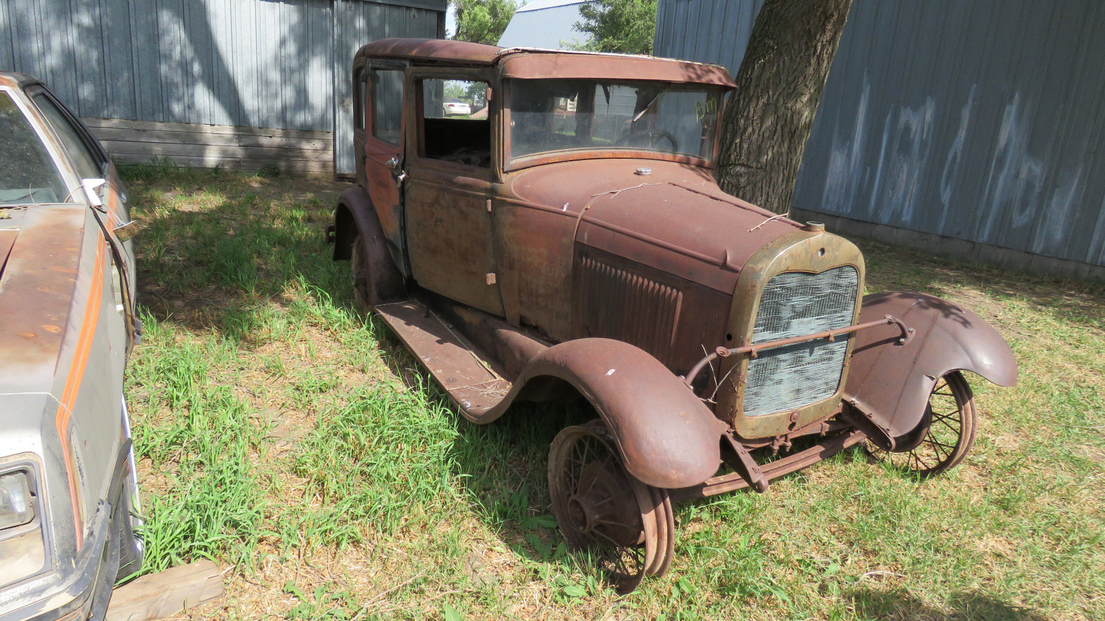 1928 Ford Model A 4dr Sedan for Rod or Restore - Image 3