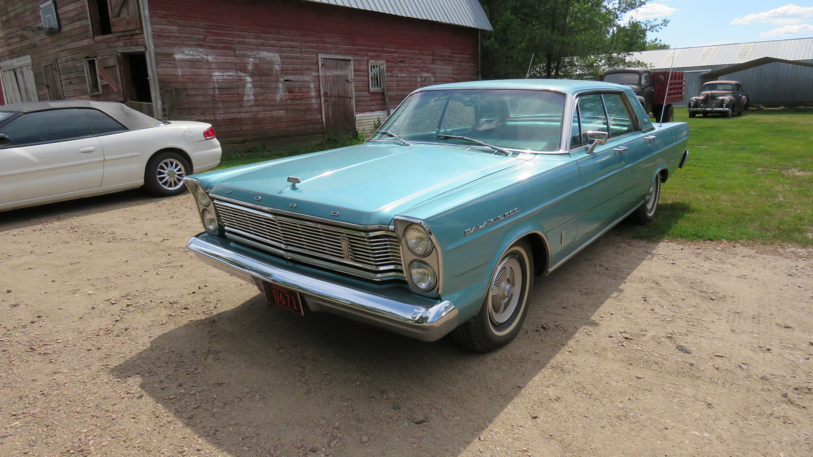 1965 Ford Galaxie 500 4dr HT - Image 3