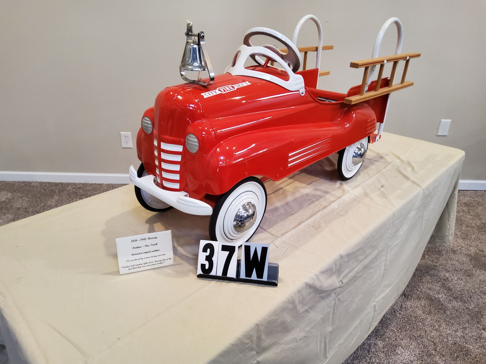 1939-42 Murray Pontiac Fire Truck Pedal Car - Image 2