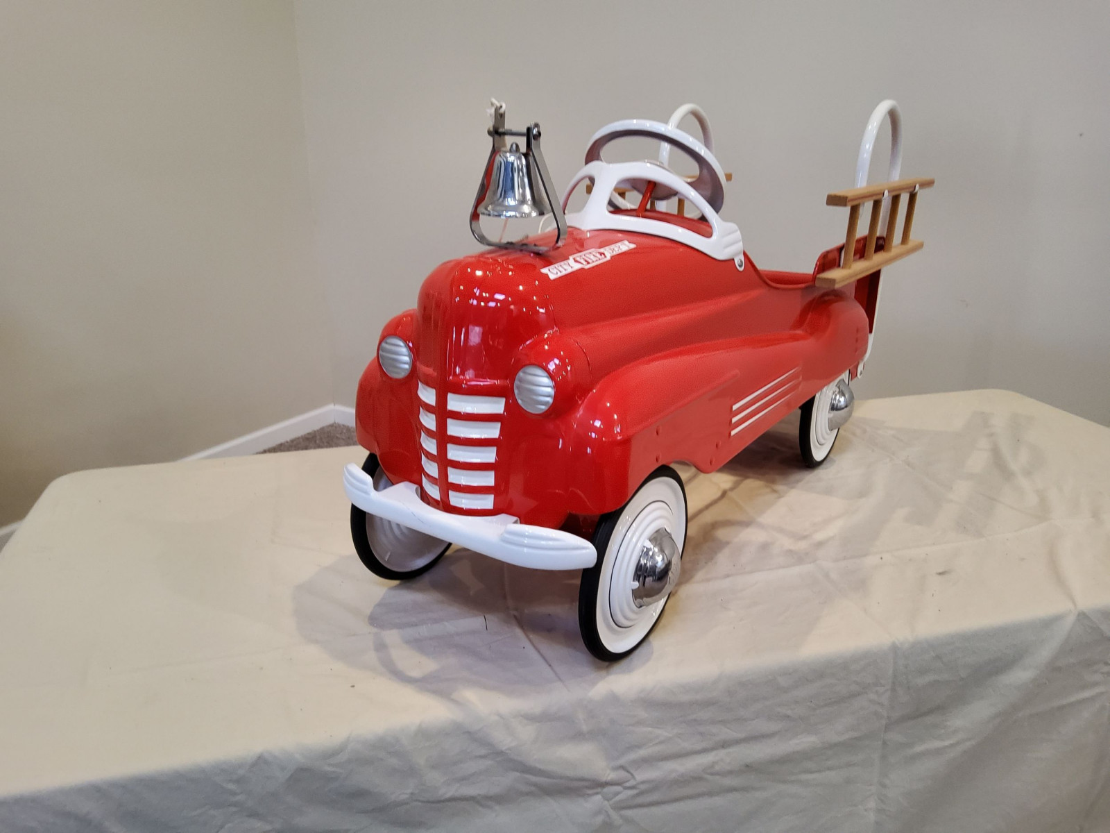 1939-42 Murray Pontiac Fire Truck Pedal Car - Image 4