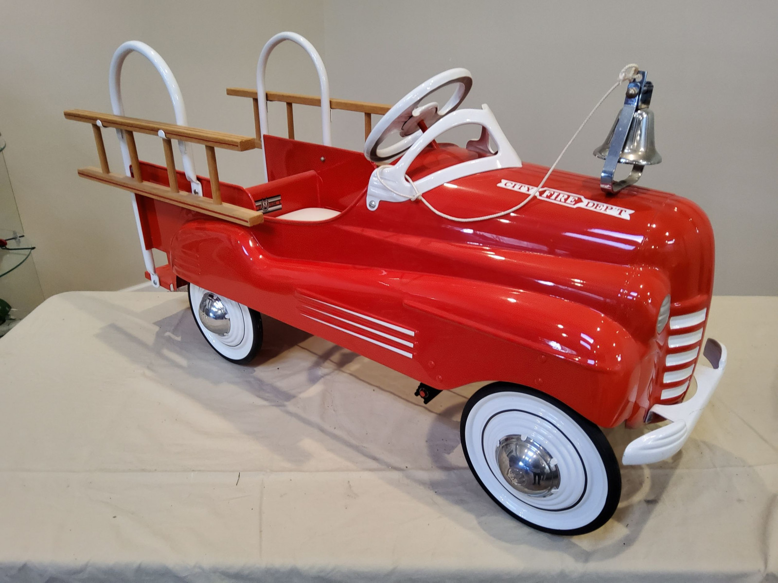 1939-42 Murray Pontiac Fire Truck Pedal Car - Image 5
