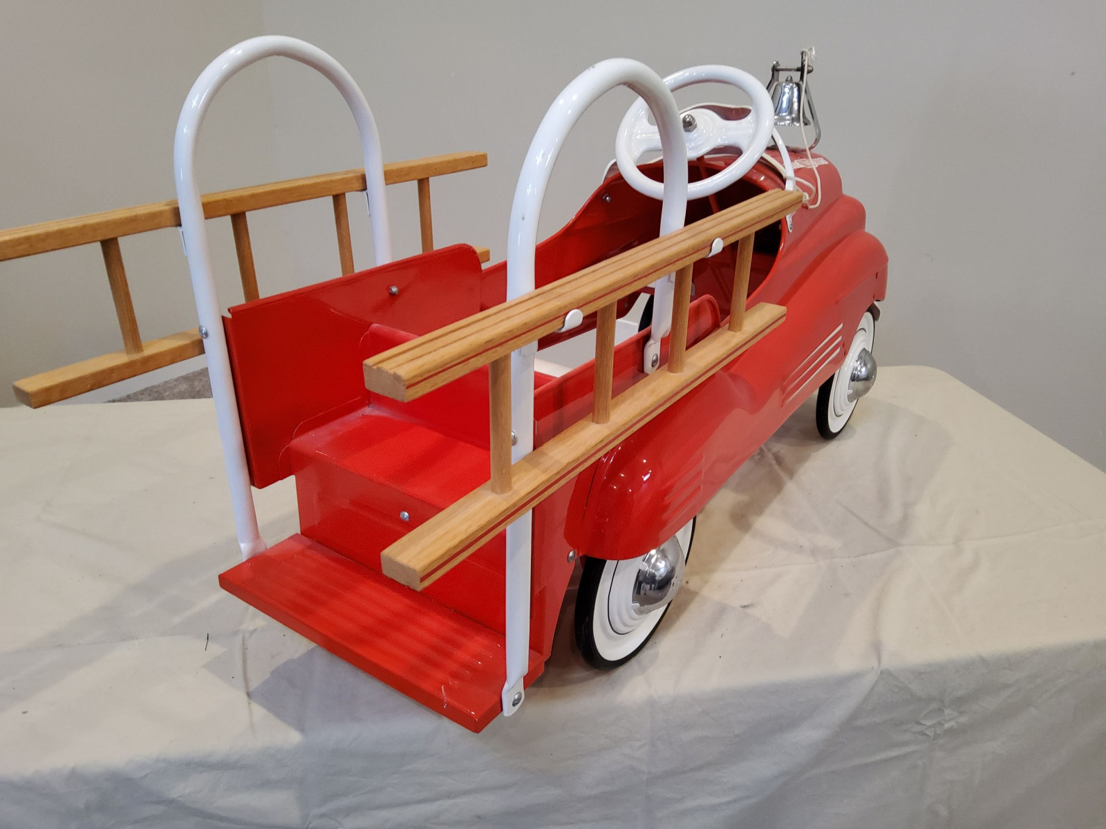 1939-42 Murray Pontiac Fire Truck Pedal Car - Image 6