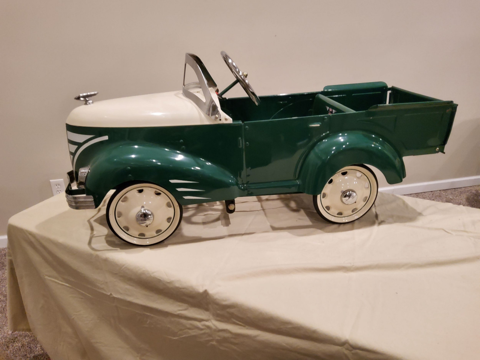 1940's Gendron Ford Pickup Pedal Car - Image 5