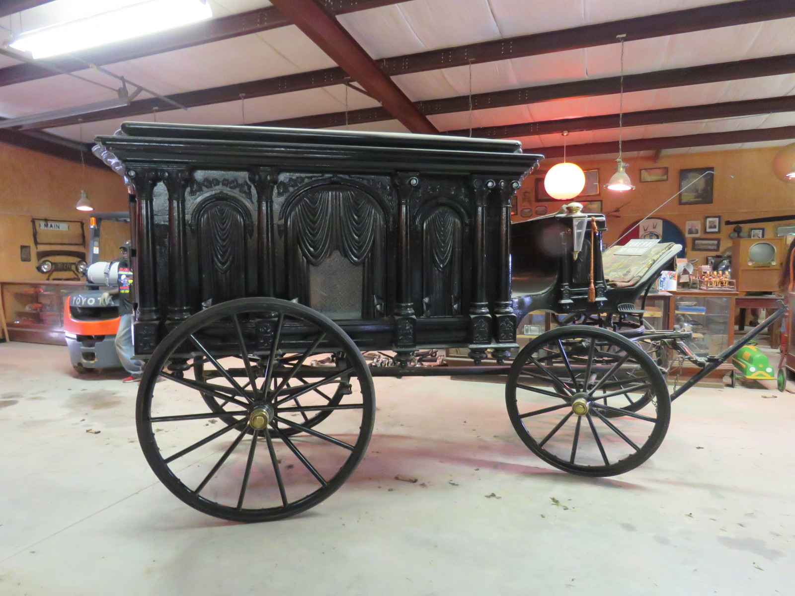 1988 Sayers & Scovill Horse Drawn Hearse - Image 4