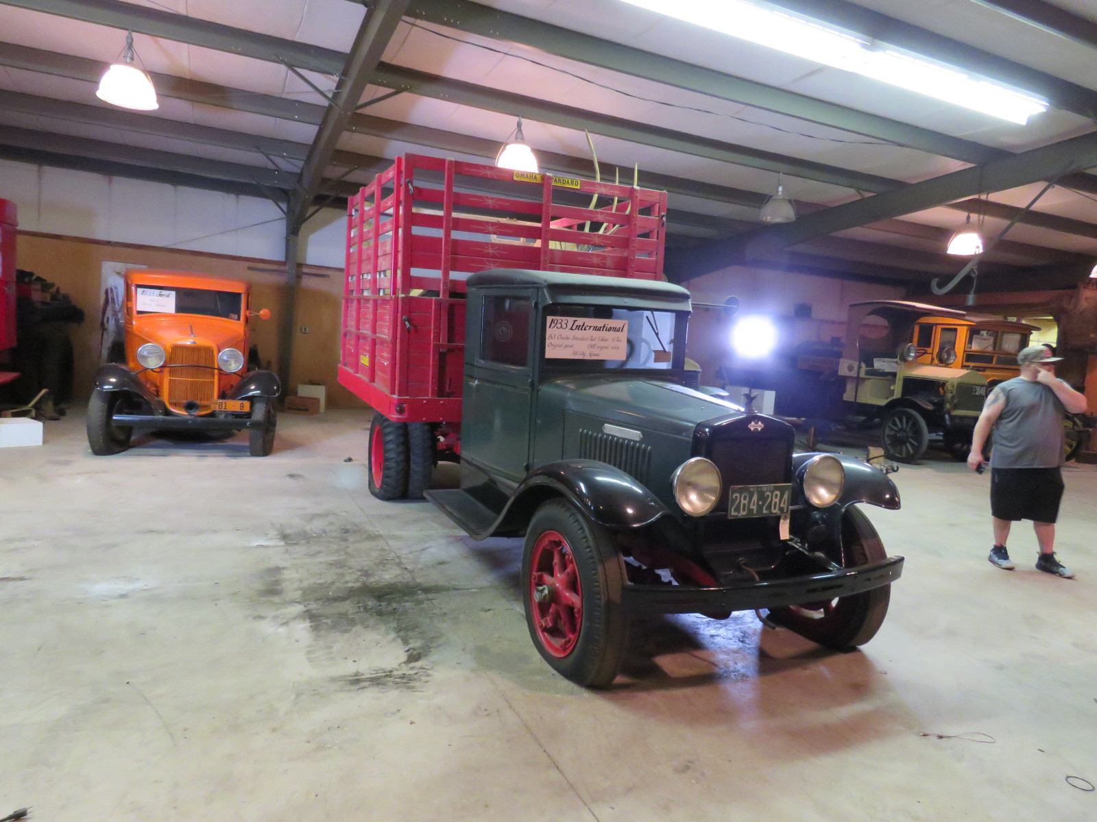 1933 International B-3 1 1/2 Ton Cattle Truck - Image 3