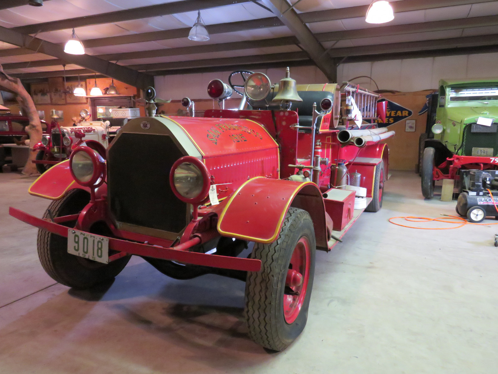 1915 Seagraves Fire Truck - Image 2