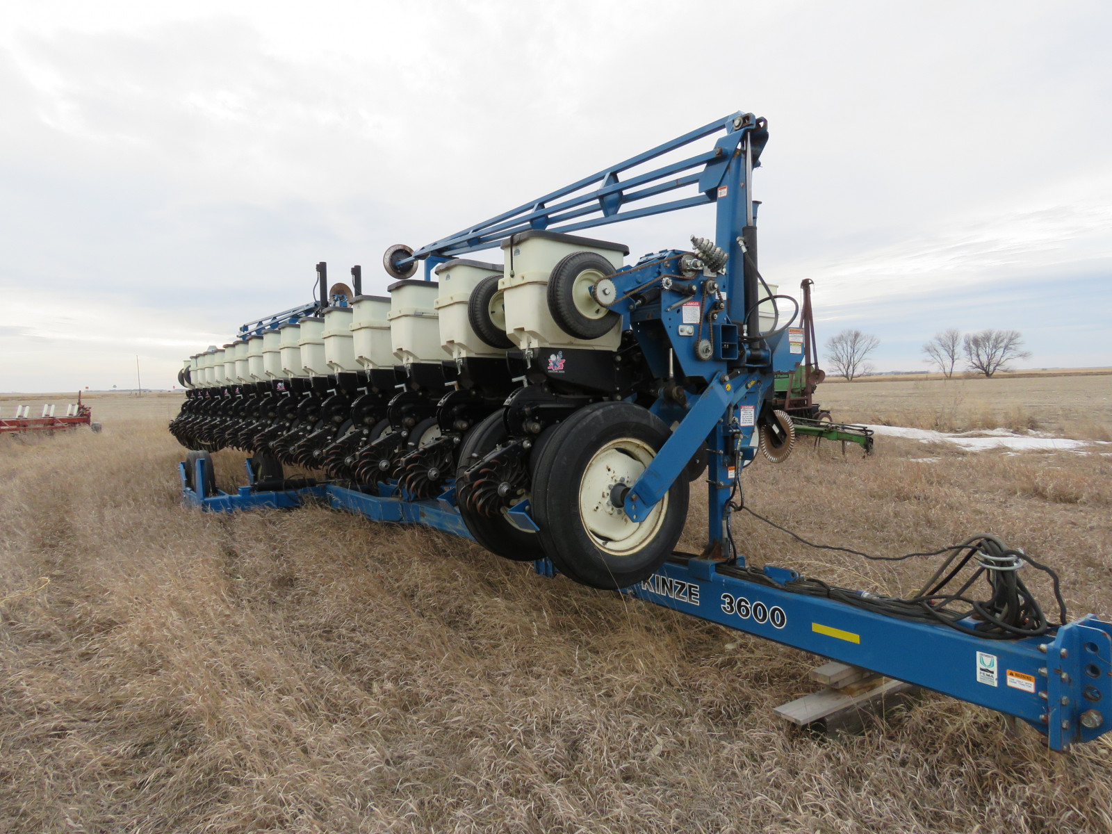2004 Kinze 3600 16 Row Planter - Image 1