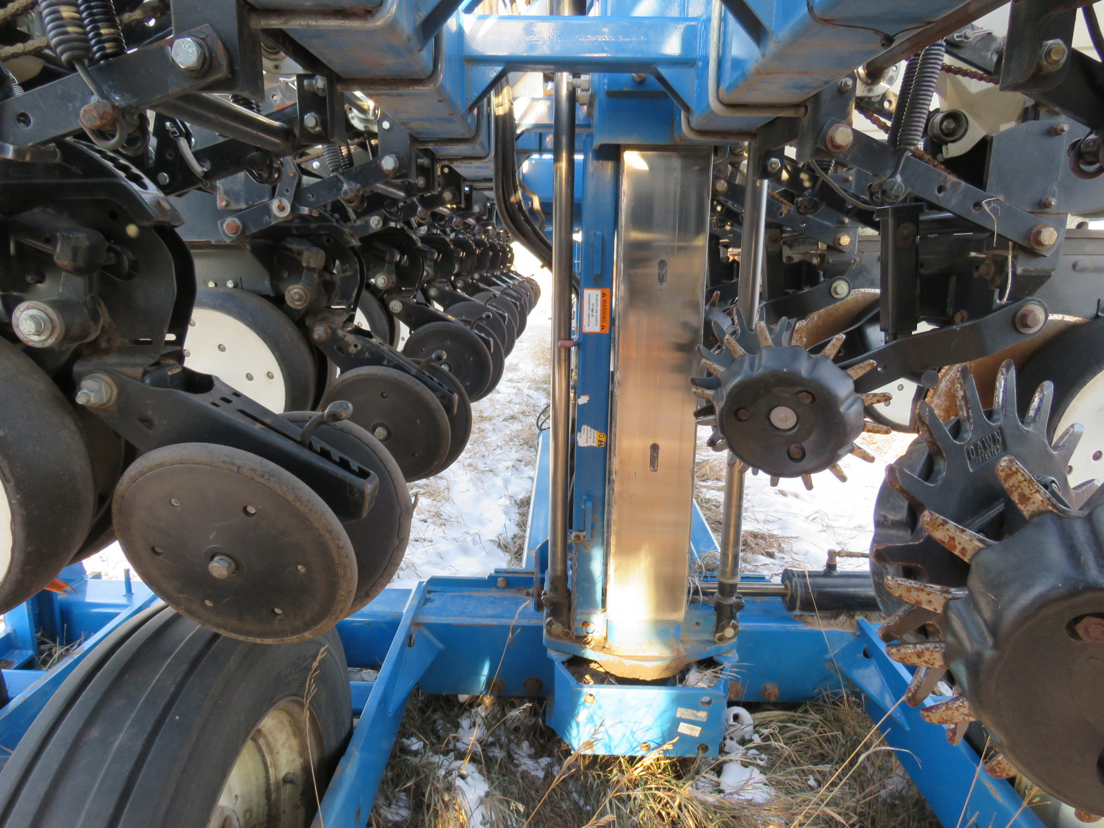2004 Kinze 3600 16 Row Planter - Image 8