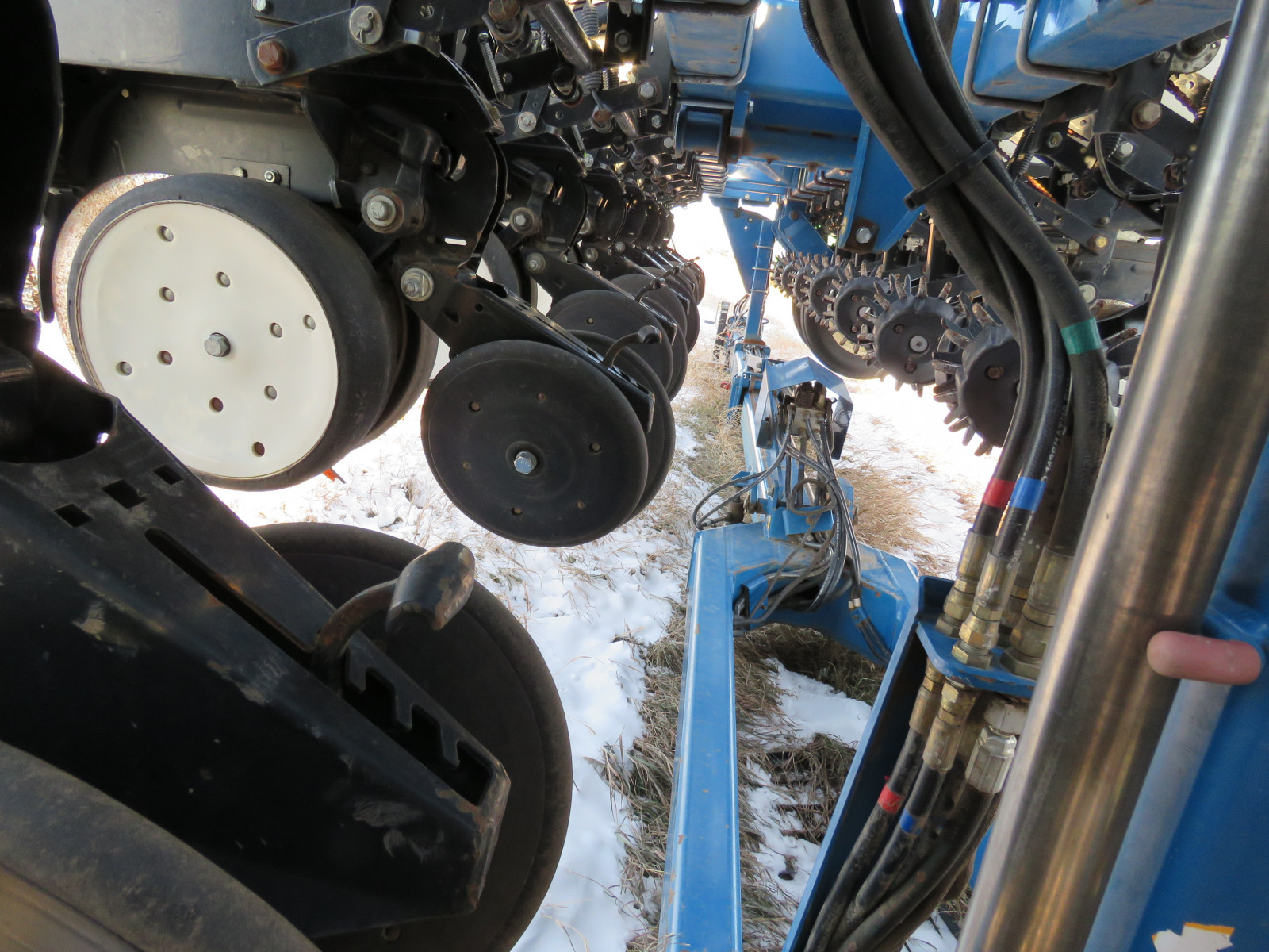 2004 Kinze 3600 16 Row Planter - Image 9