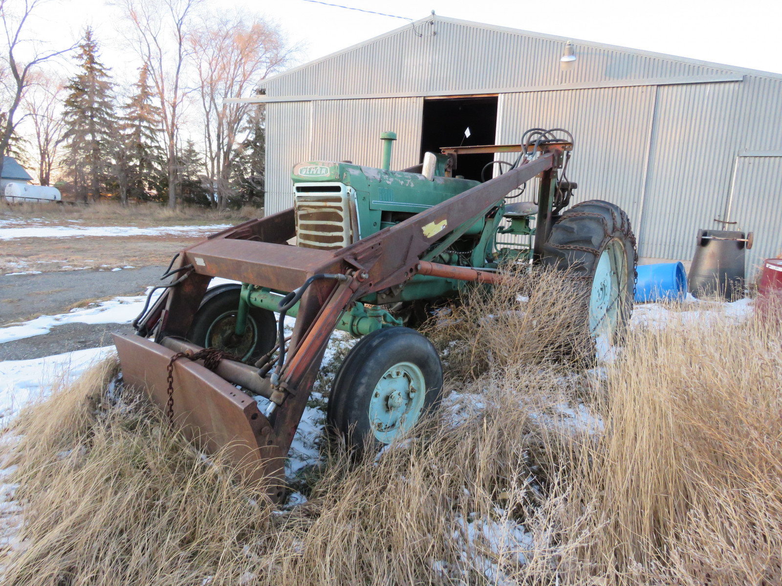 Oliver 880 Tractor with Loader - Image 3