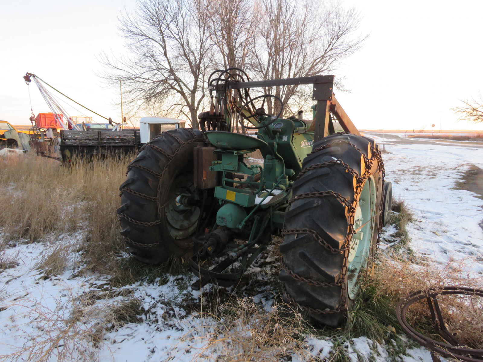 Oliver 880 Tractor with Loader - Image 4