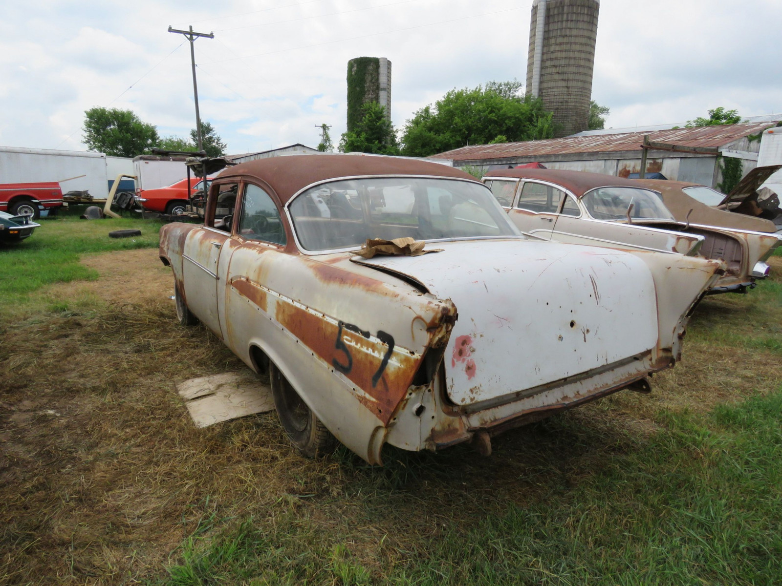 1957 2Dr Sedan Rolling Body for Rod or Restore - Image 5