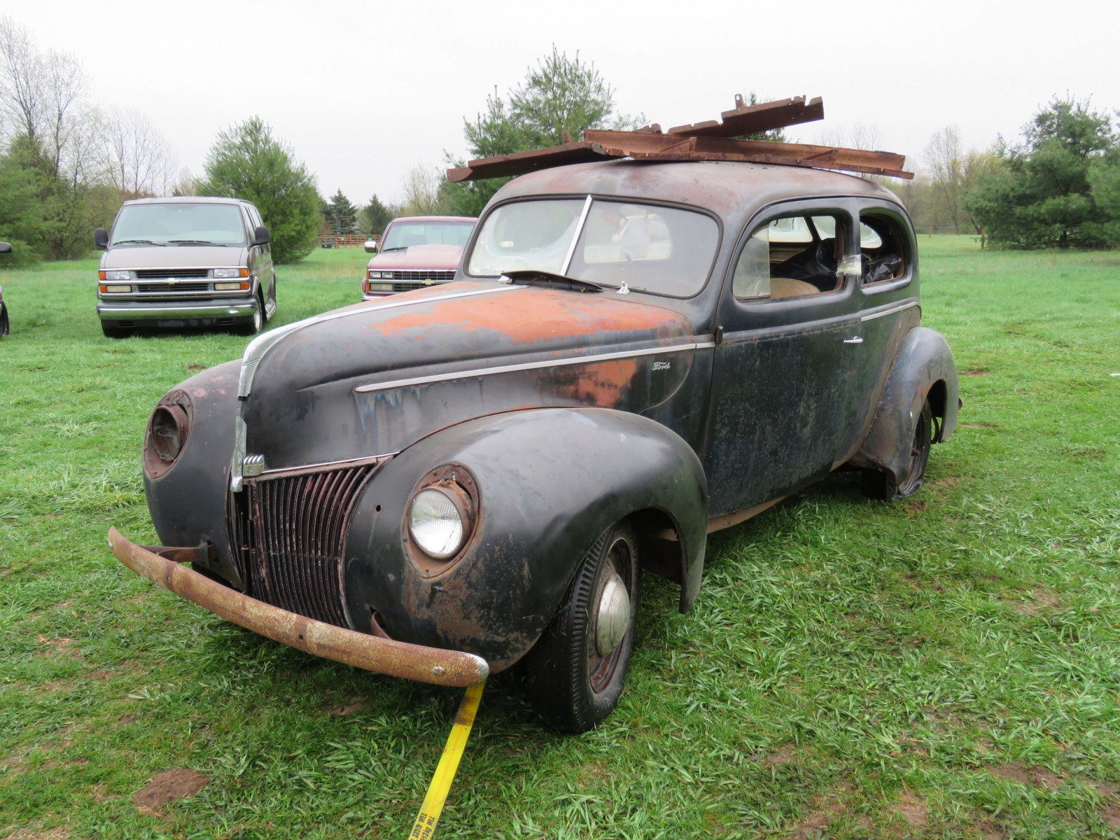 1940 Ford 2dr Sedan for Rod or Restore - Image 1