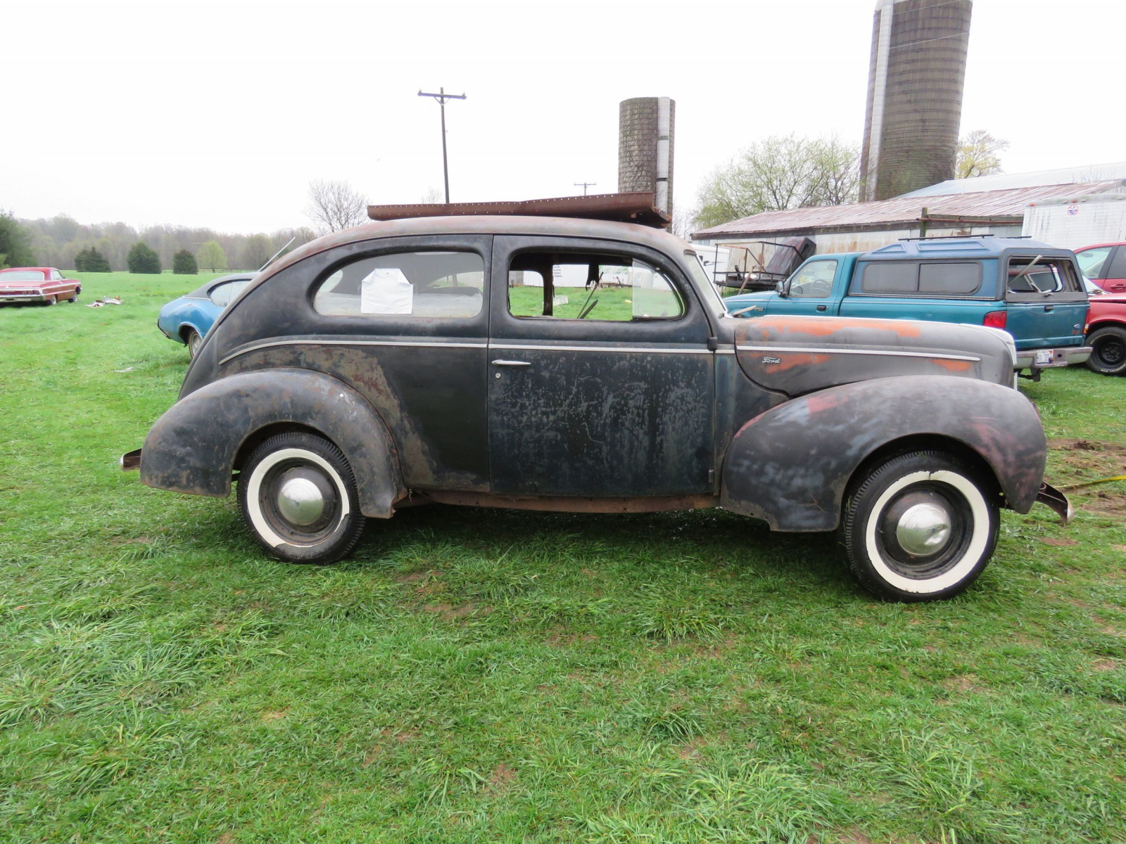 1940 Ford 2dr Sedan for Rod or Restore - Image 4