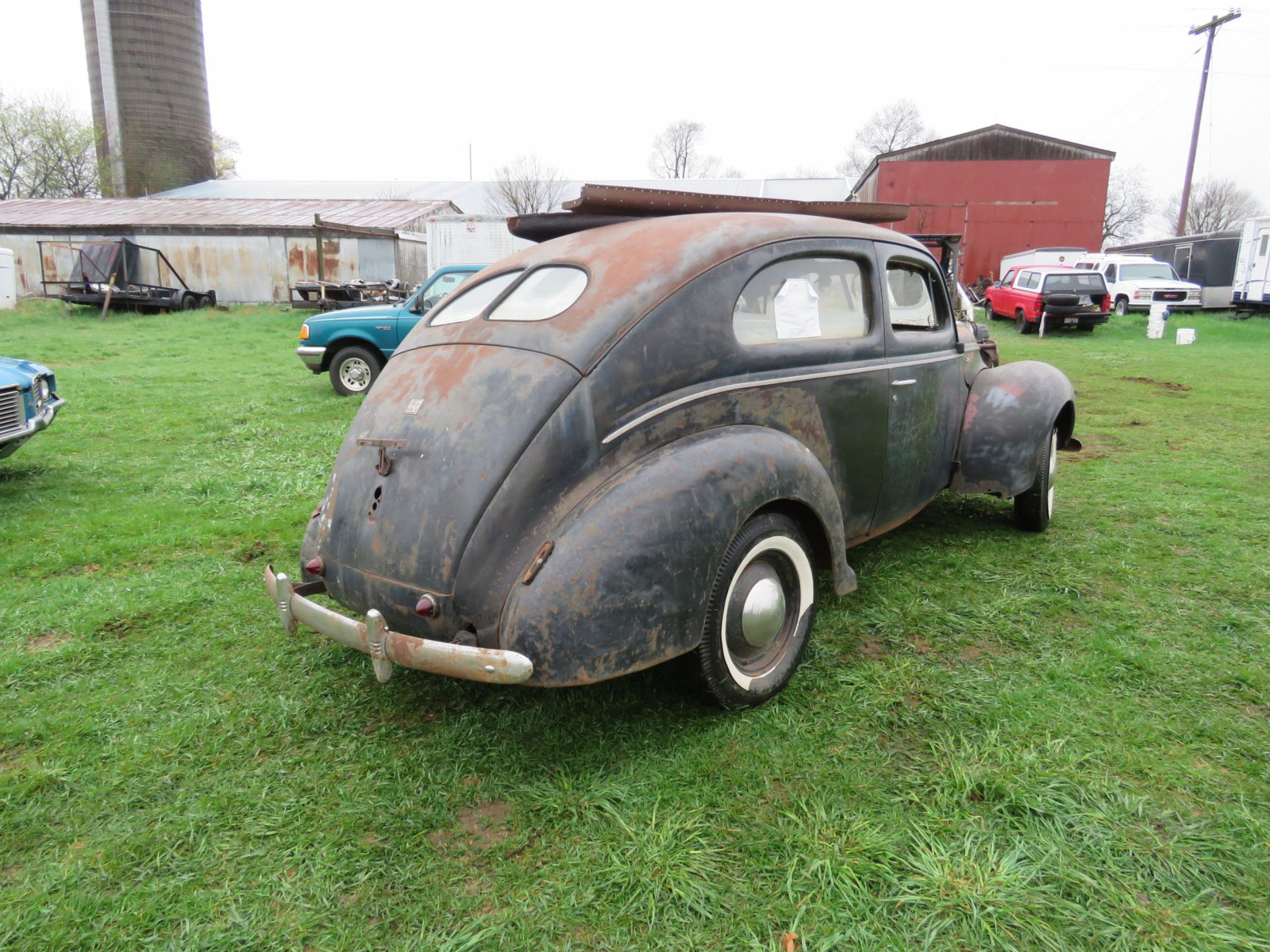 1940 Ford 2dr Sedan for Rod or Restore - Image 5