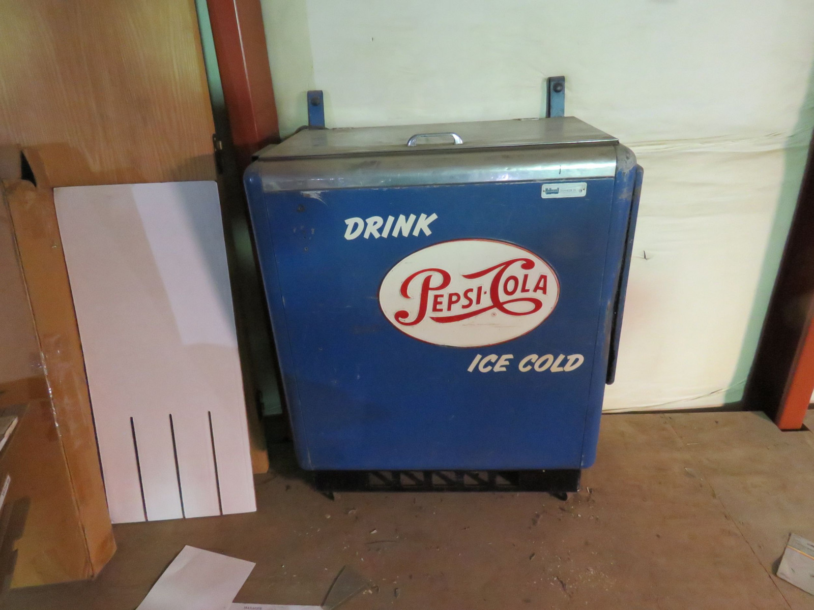 Pepsi Cola Cooler Machine - Image 1
