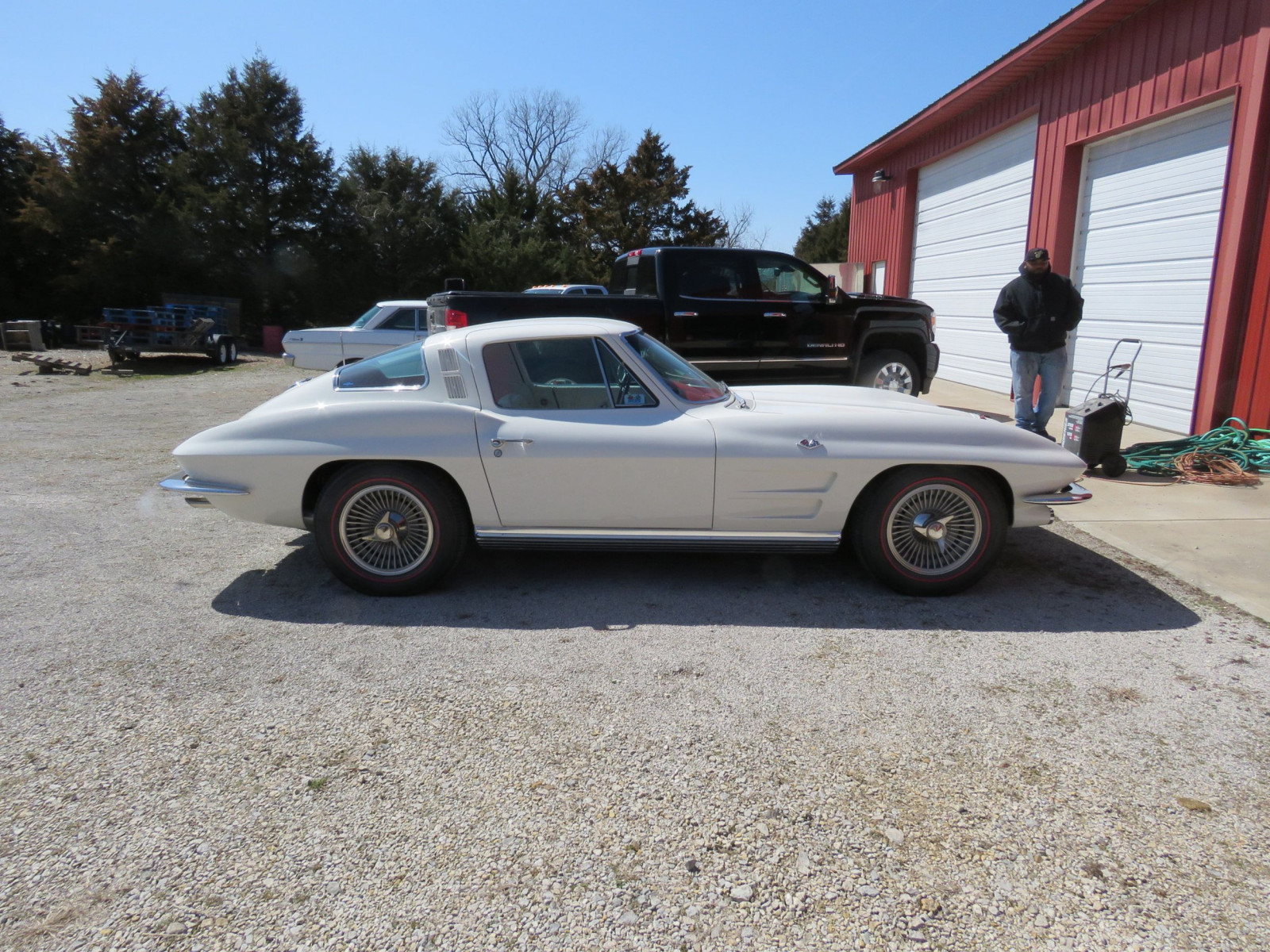 Beautiful 1964 Chevrolet Corvette Sting Ray Coupe - Image 4