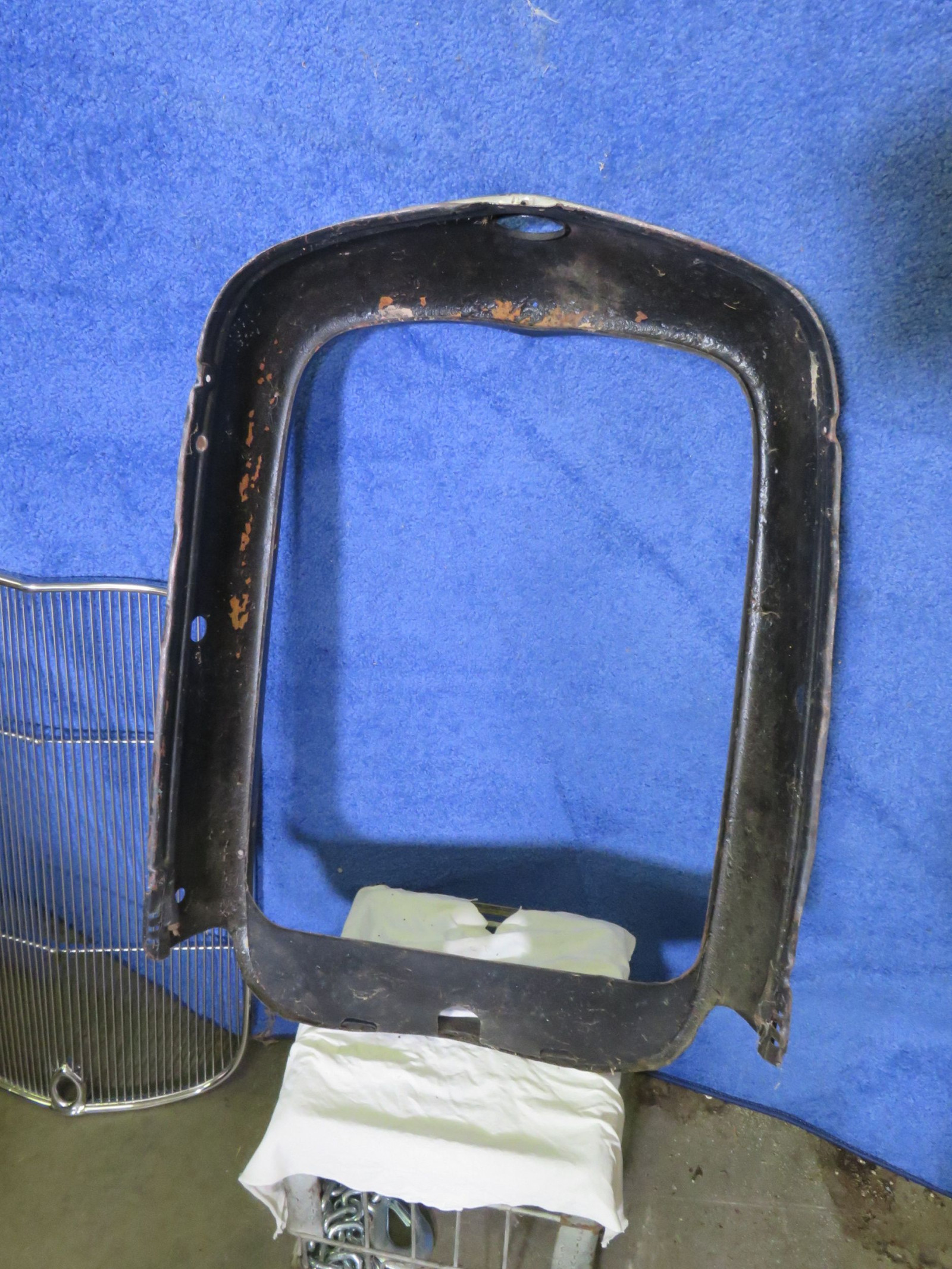 NOS 1932 Ford Grill Shell with Aftermarket Center Grill - Image 2