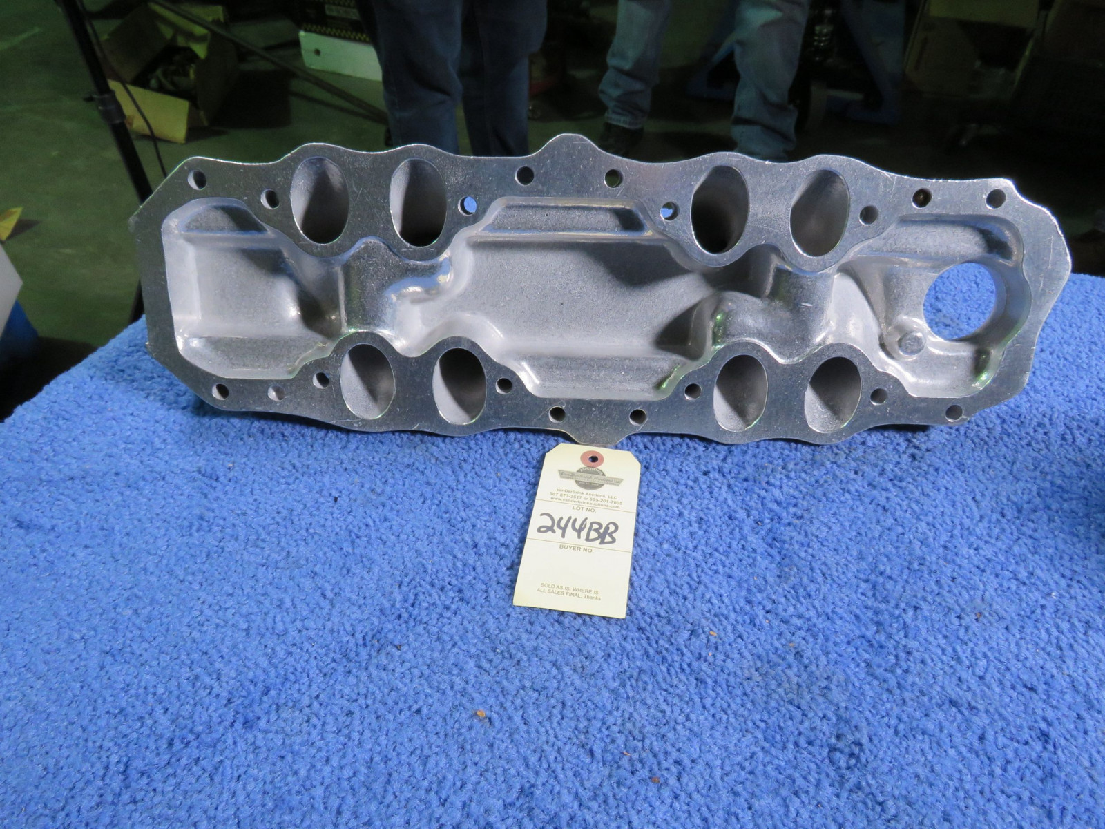Aftermarket Edelbrock Intake with Tri-power Jet Coated FH V8 - Image 2