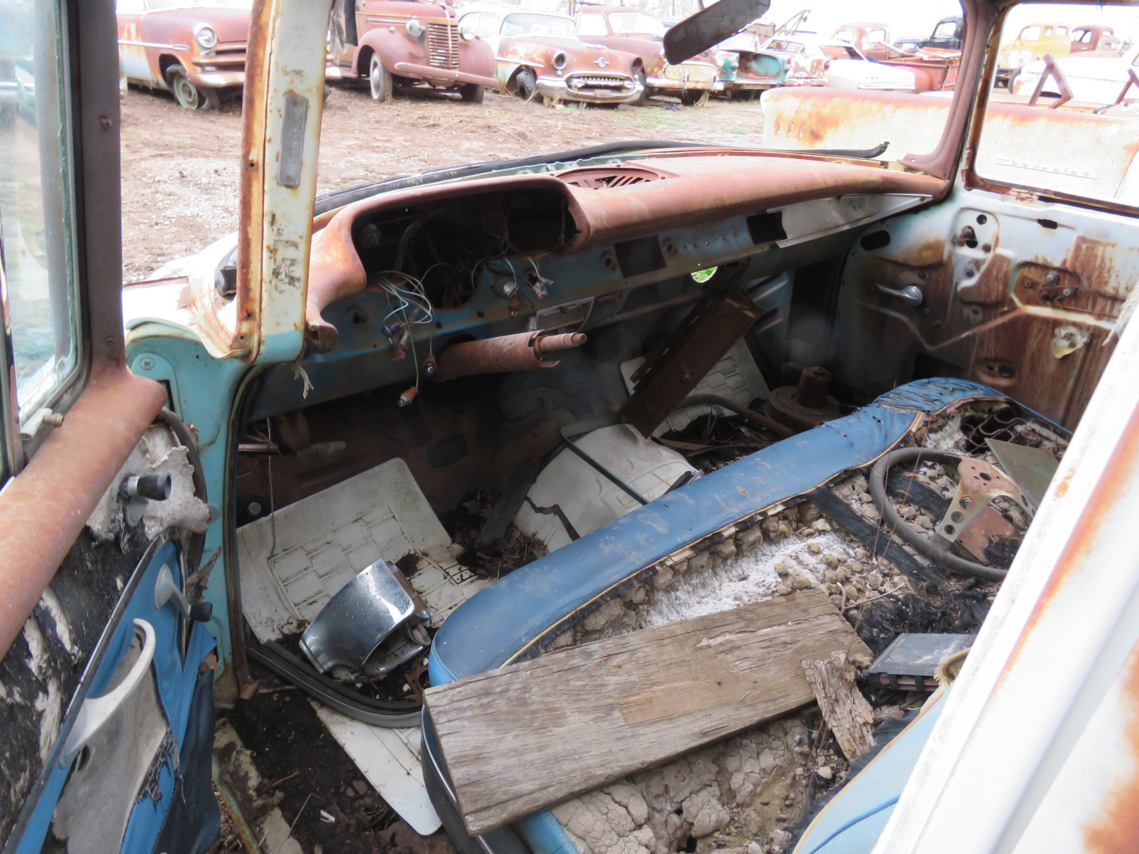 1957 Chevrolet 4dr Sedan for parts VC57K132159 - Image 4