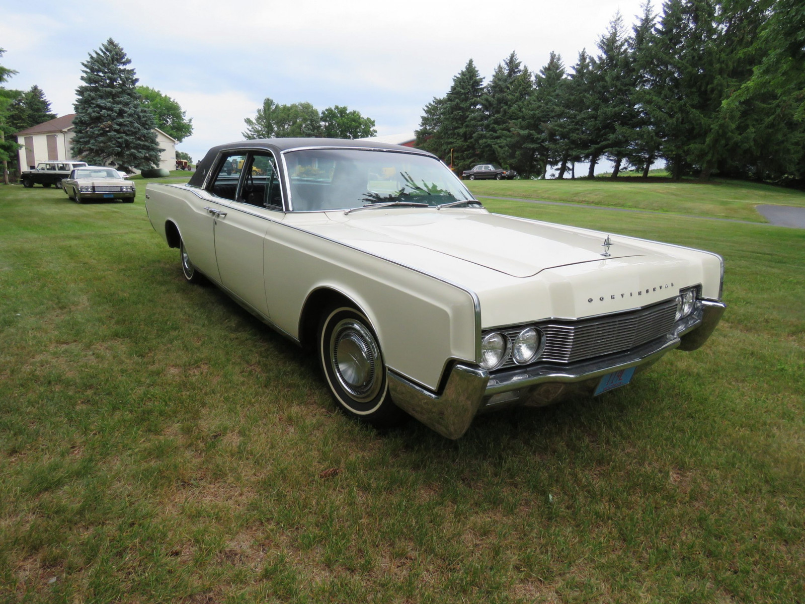 1967 Lincoln Continental 4dr HT Suicide Sedan - Image 3