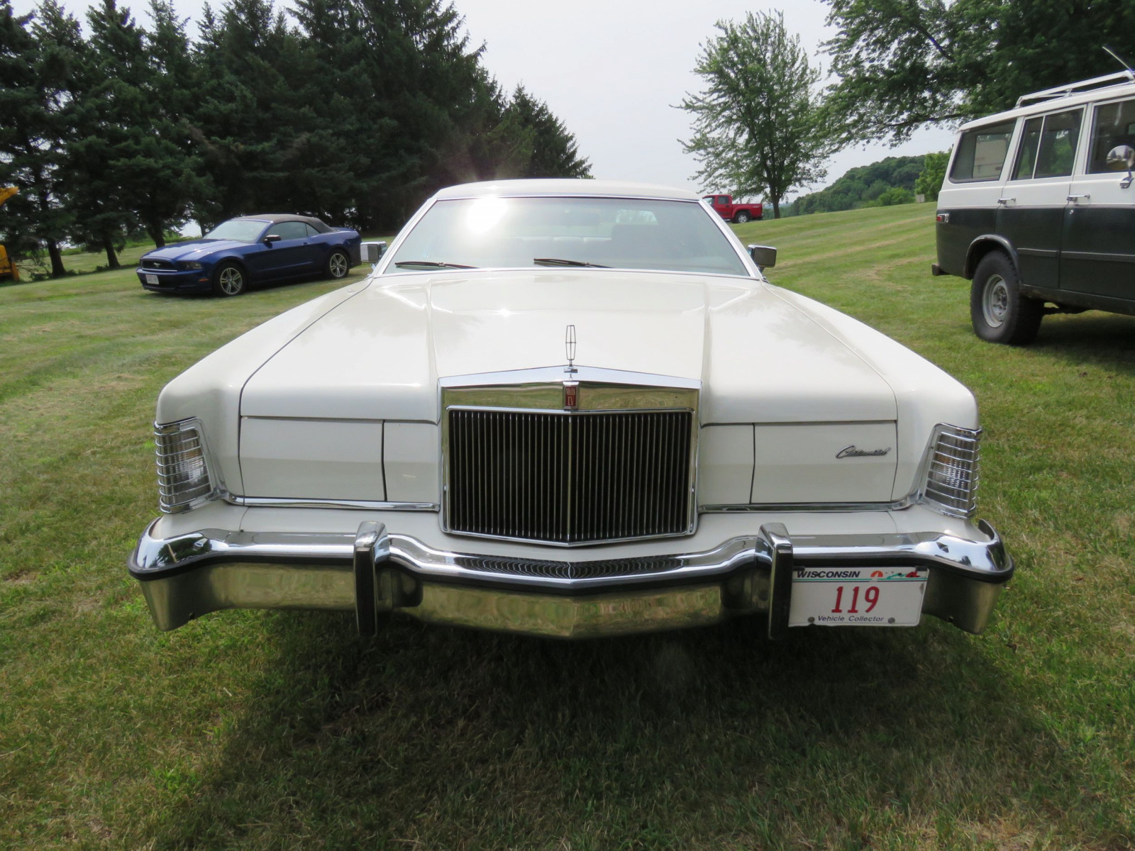 1976 Lincoln Continental Mark VI Coupe - Image 2