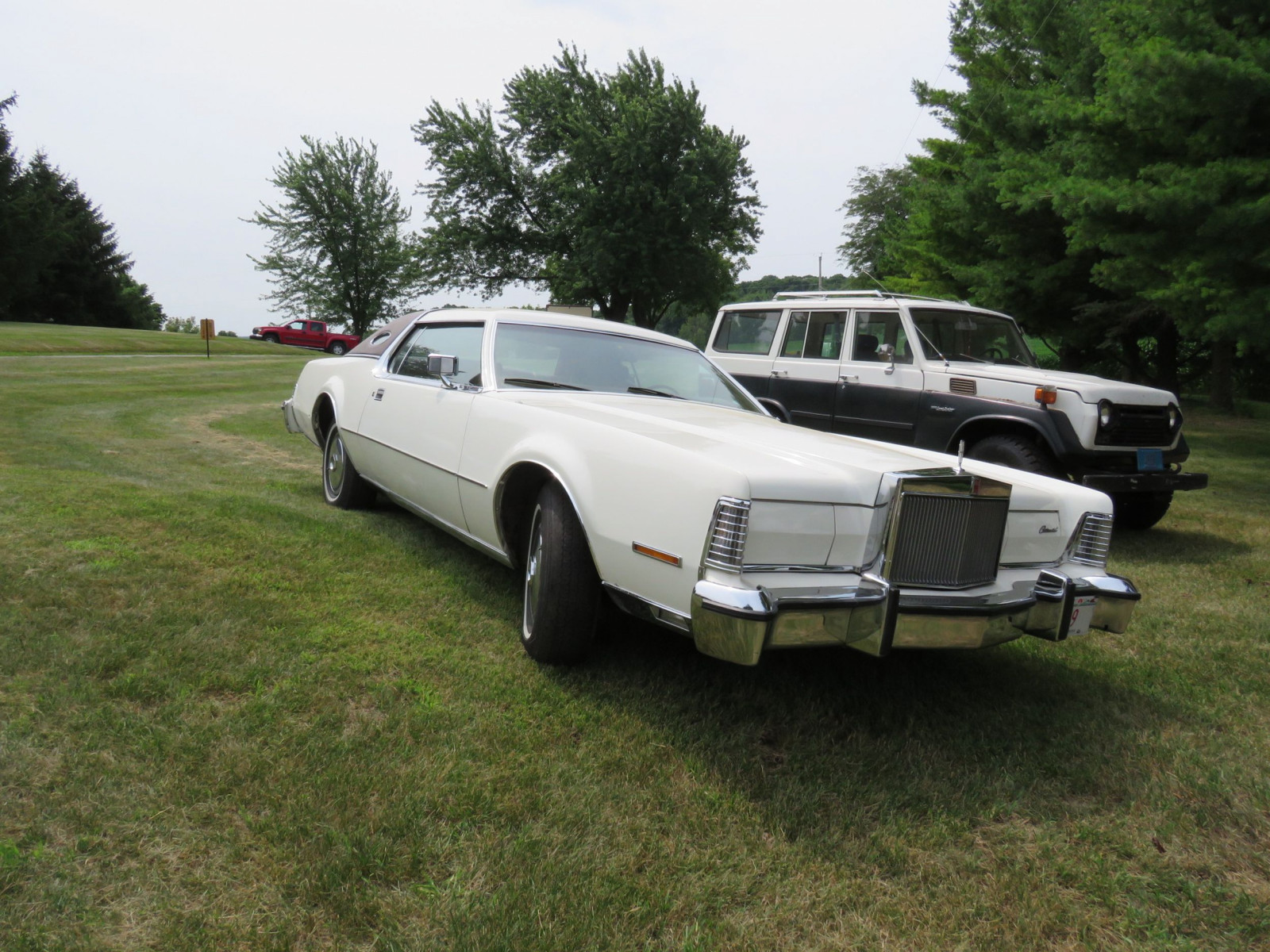 1976 Lincoln Continental Mark VI Coupe - Image 3