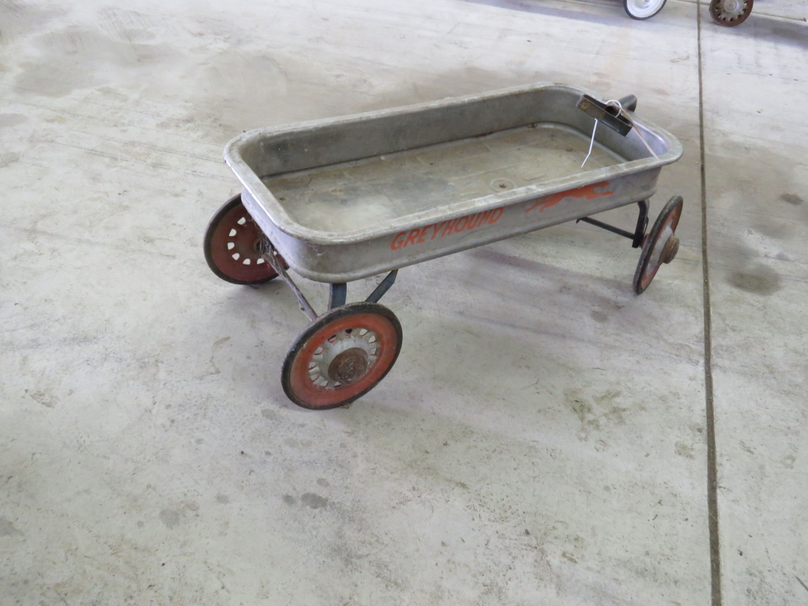 Greyhound Vintage Wagon - Image 2