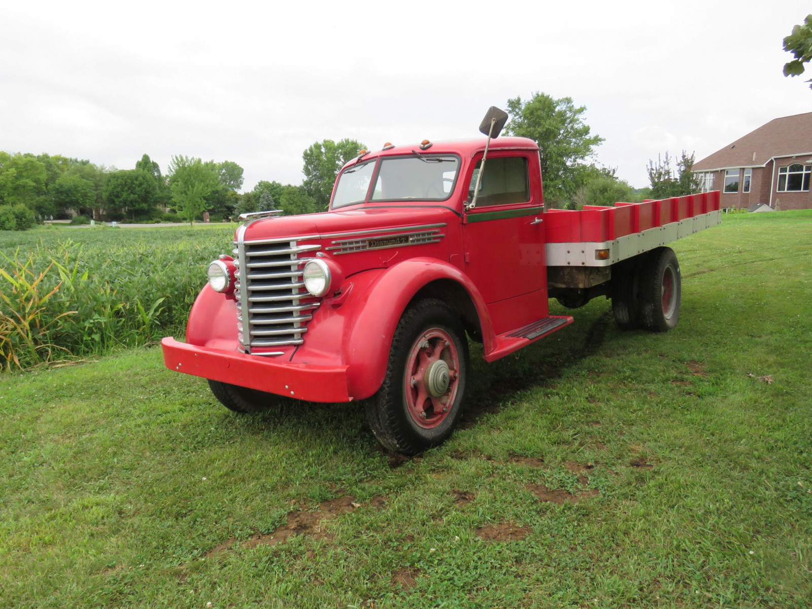 1945 Diamond T Truck - Image 1