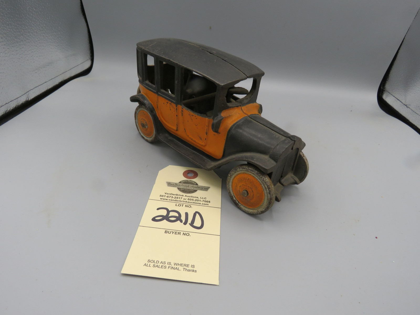 Hubley Cast Iron Sedan - Image 1