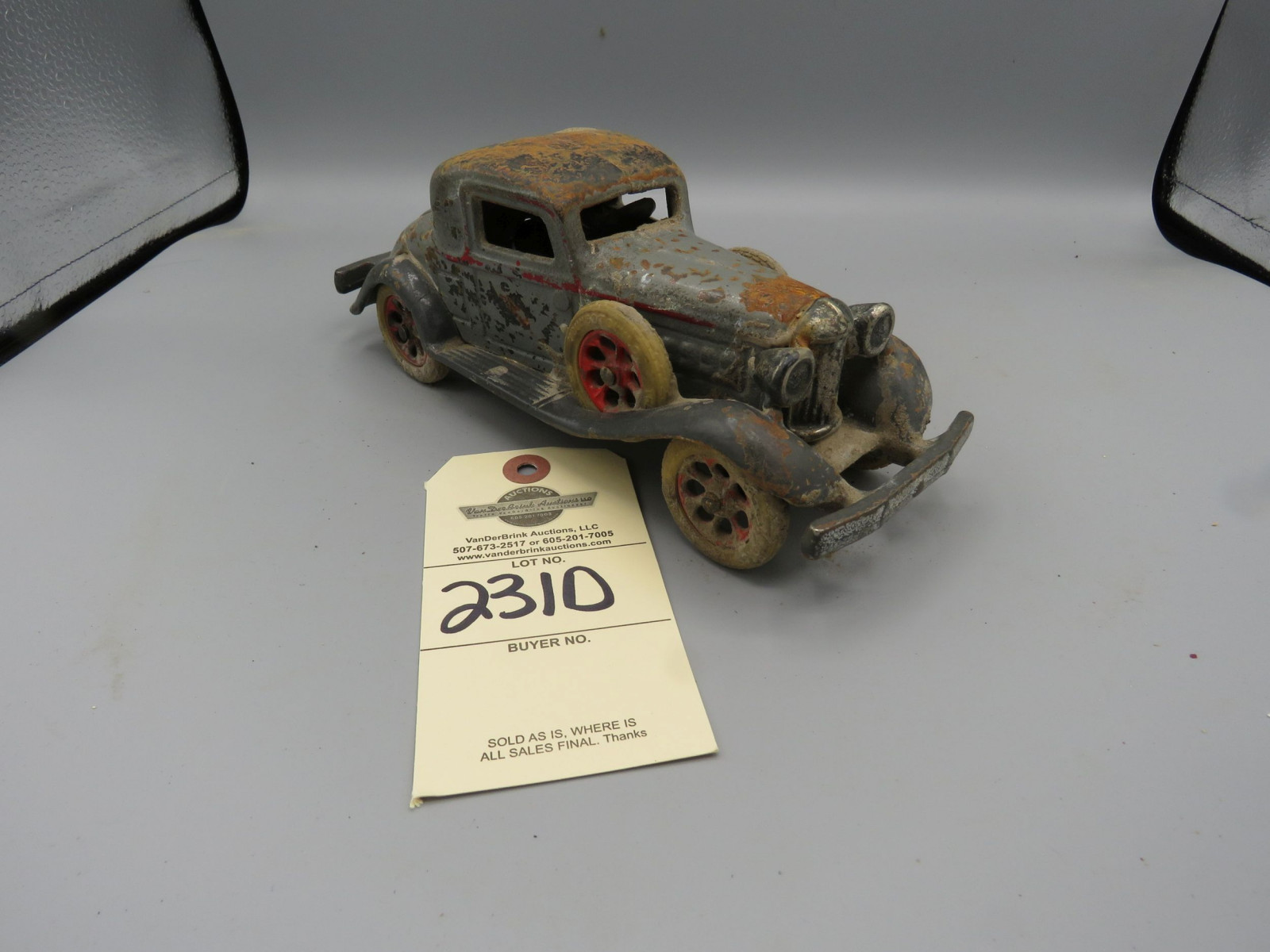 Vintage Cast Iron Car - Image 1