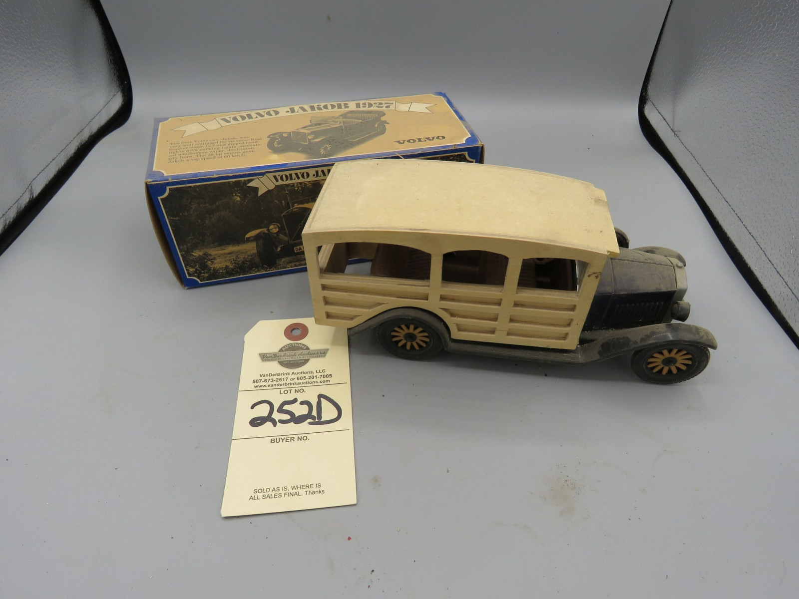 Promotional Volvo 1927 Model Plastic in the Box - Image 1