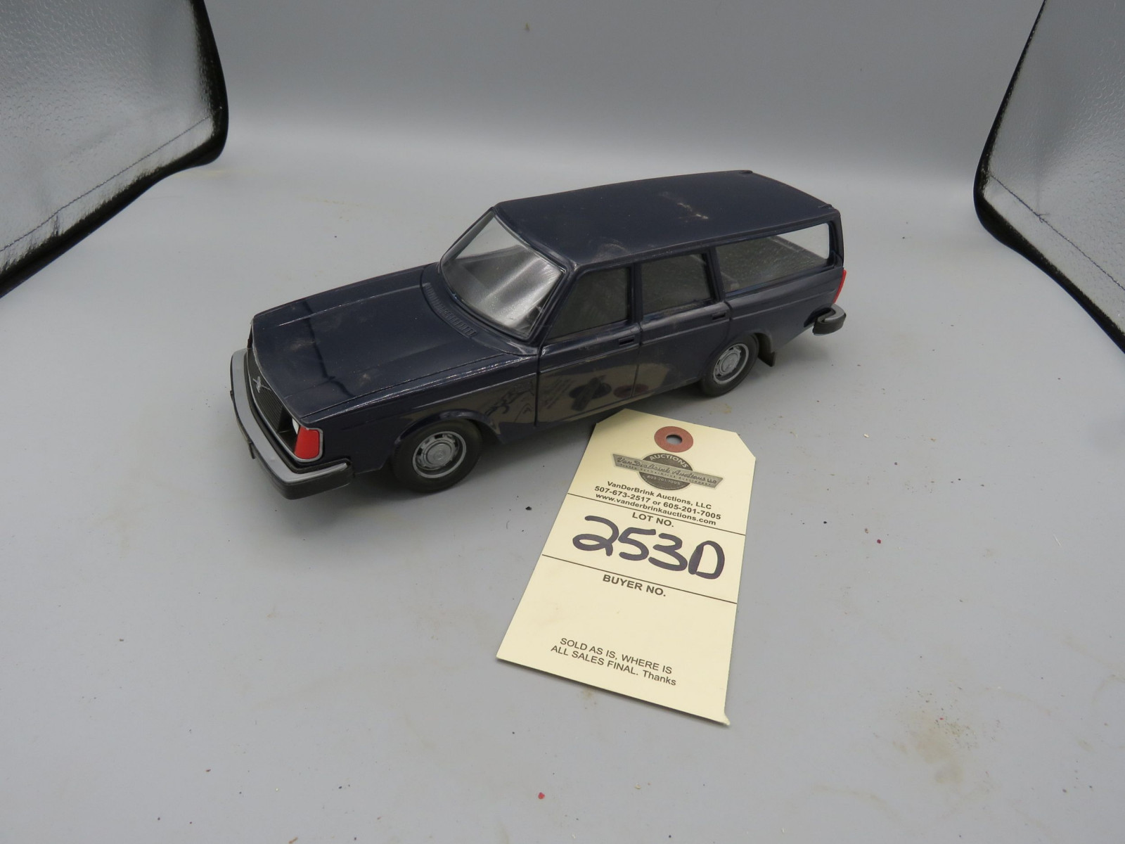 Volvo 245DL Promotional Model Car Plastic NIB - Image 1