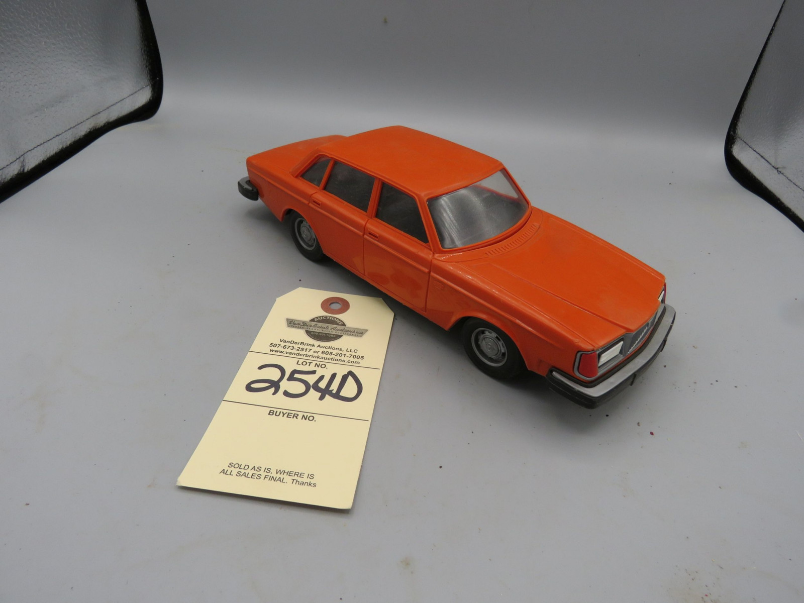 Volvo 264Gl Promotional Model Car NIB Plastic - Image 1