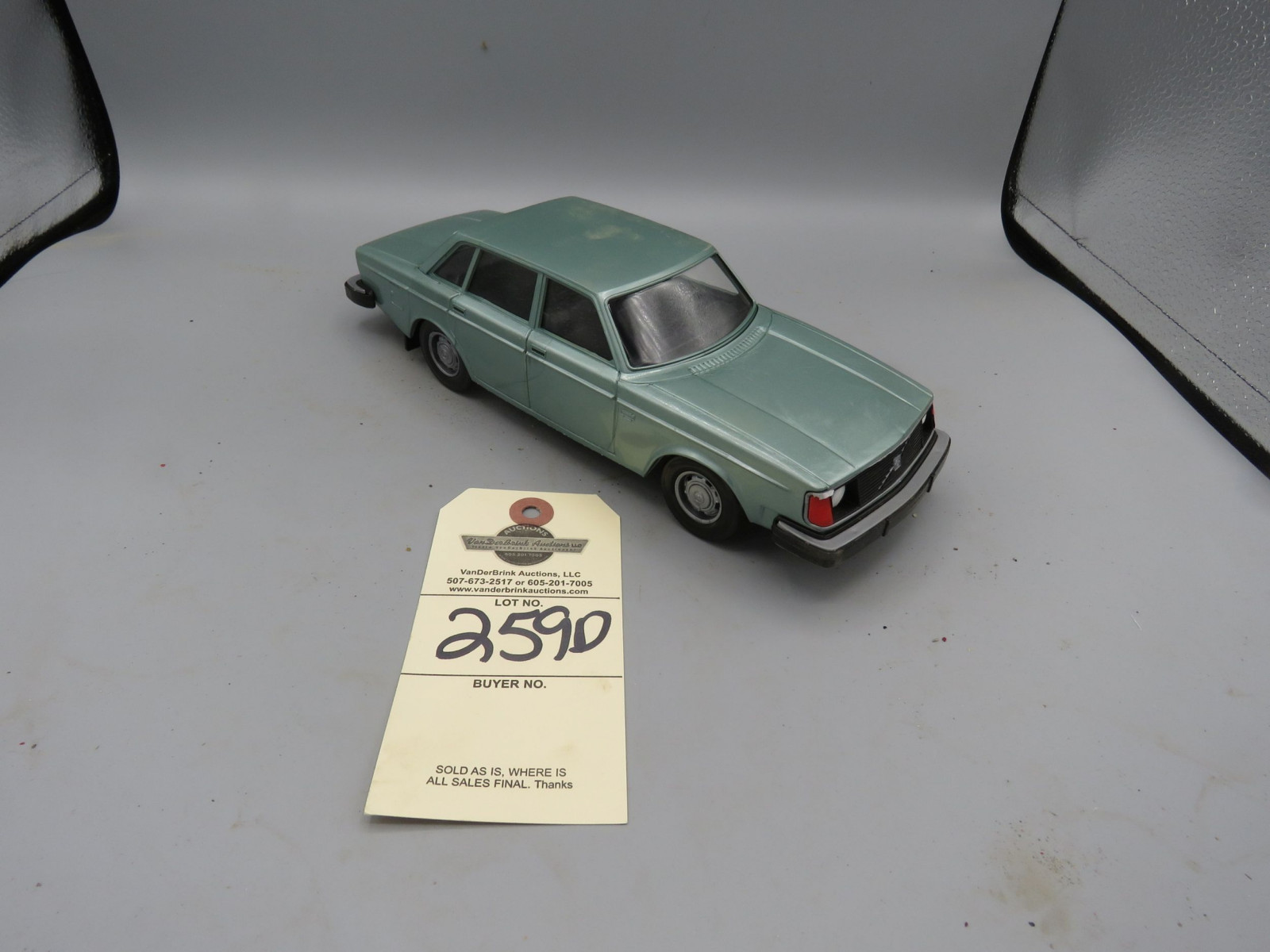 Volvo 244DL Promotional Model NIB Plastic - Image 1