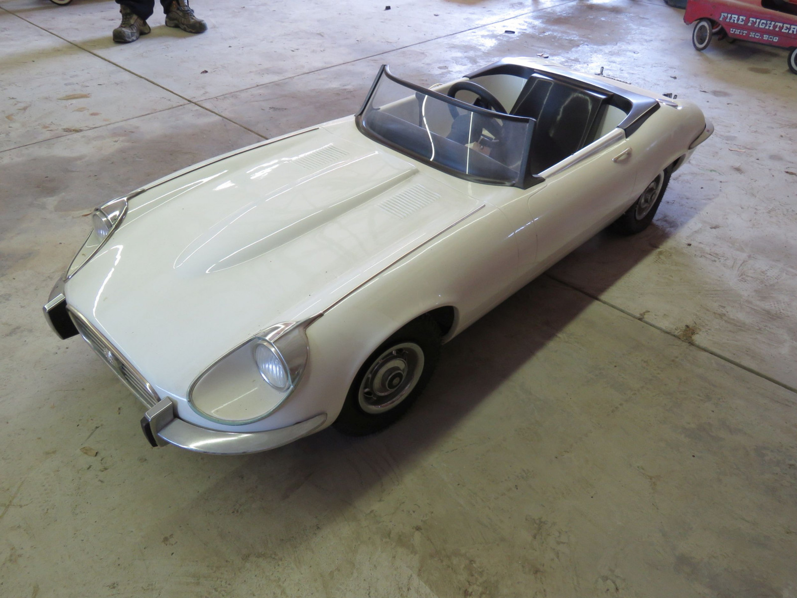 Jaguar E type Roadster Children's Dealer Car - Image 3