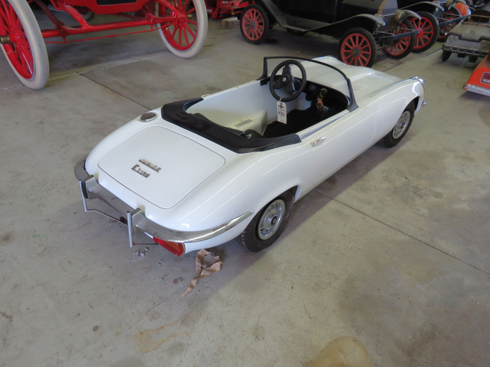 Jaguar E type Roadster Children's Dealer Car - Image 6
