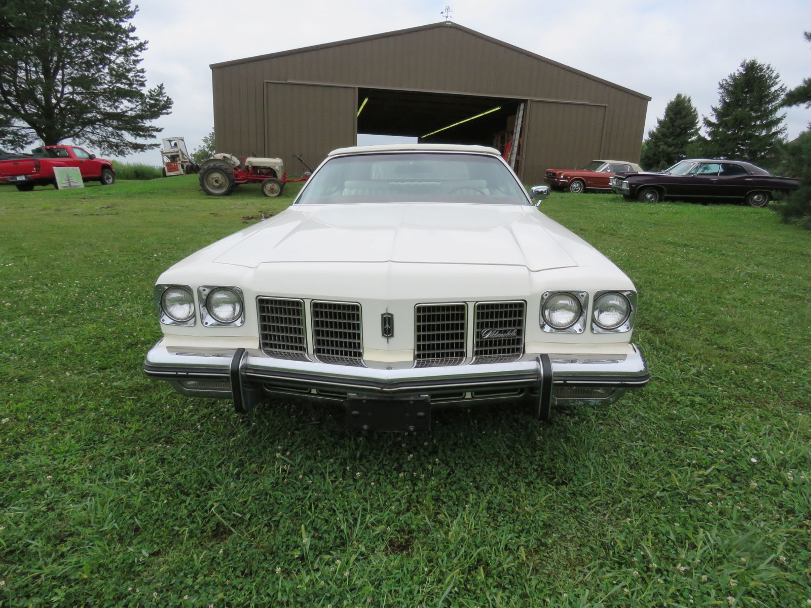 1975 Oldsmobile Delta 88 Convertible - Image 2