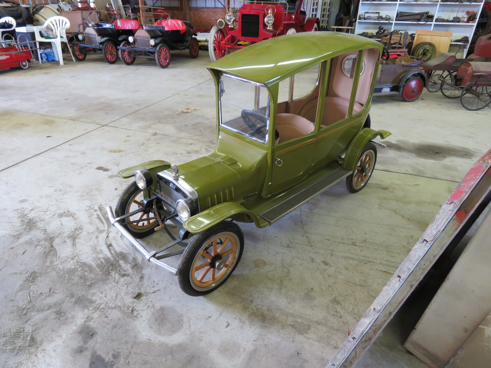Ford Model T Center-Door Pedal Car - Image 1
