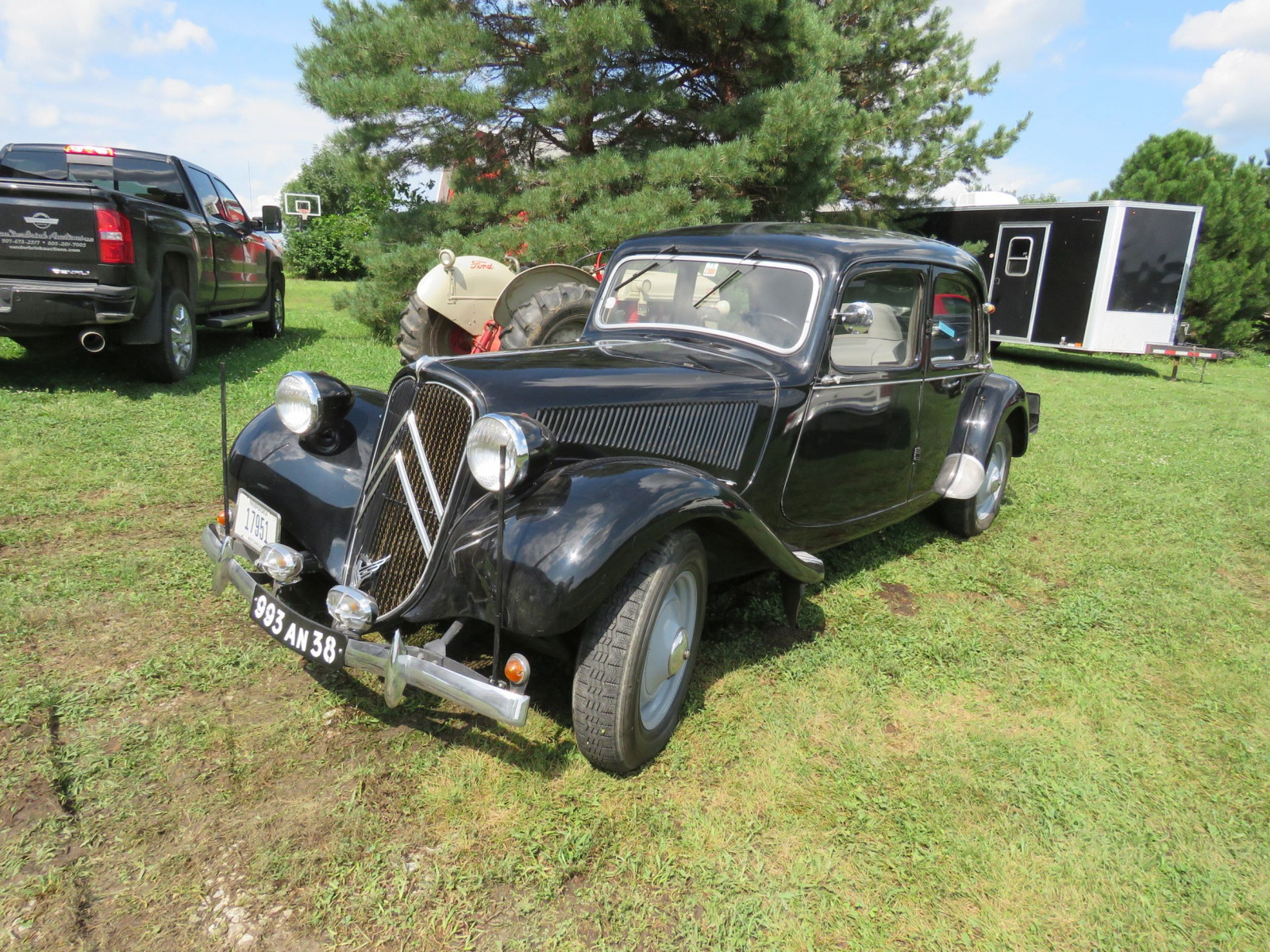 1951 Citroen Traction Avant 4dr Sedan - Image 2