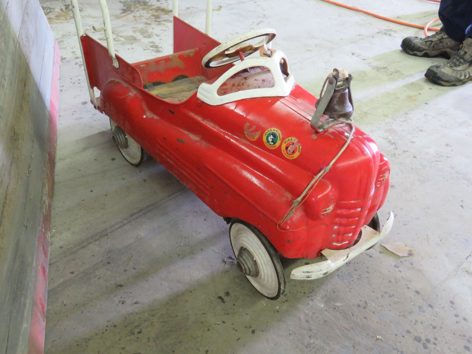 Vintage Murray Fire Chief pedal Car for Restore - Image 3
