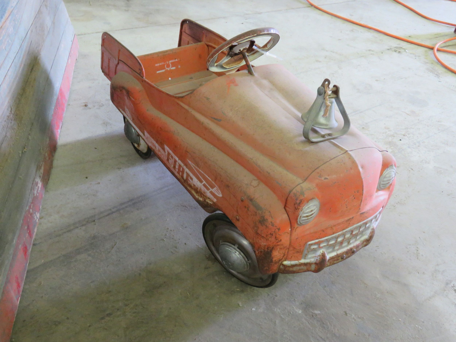 Murray 621 Fire Department vintage Pedal Car for Restore - Image 3