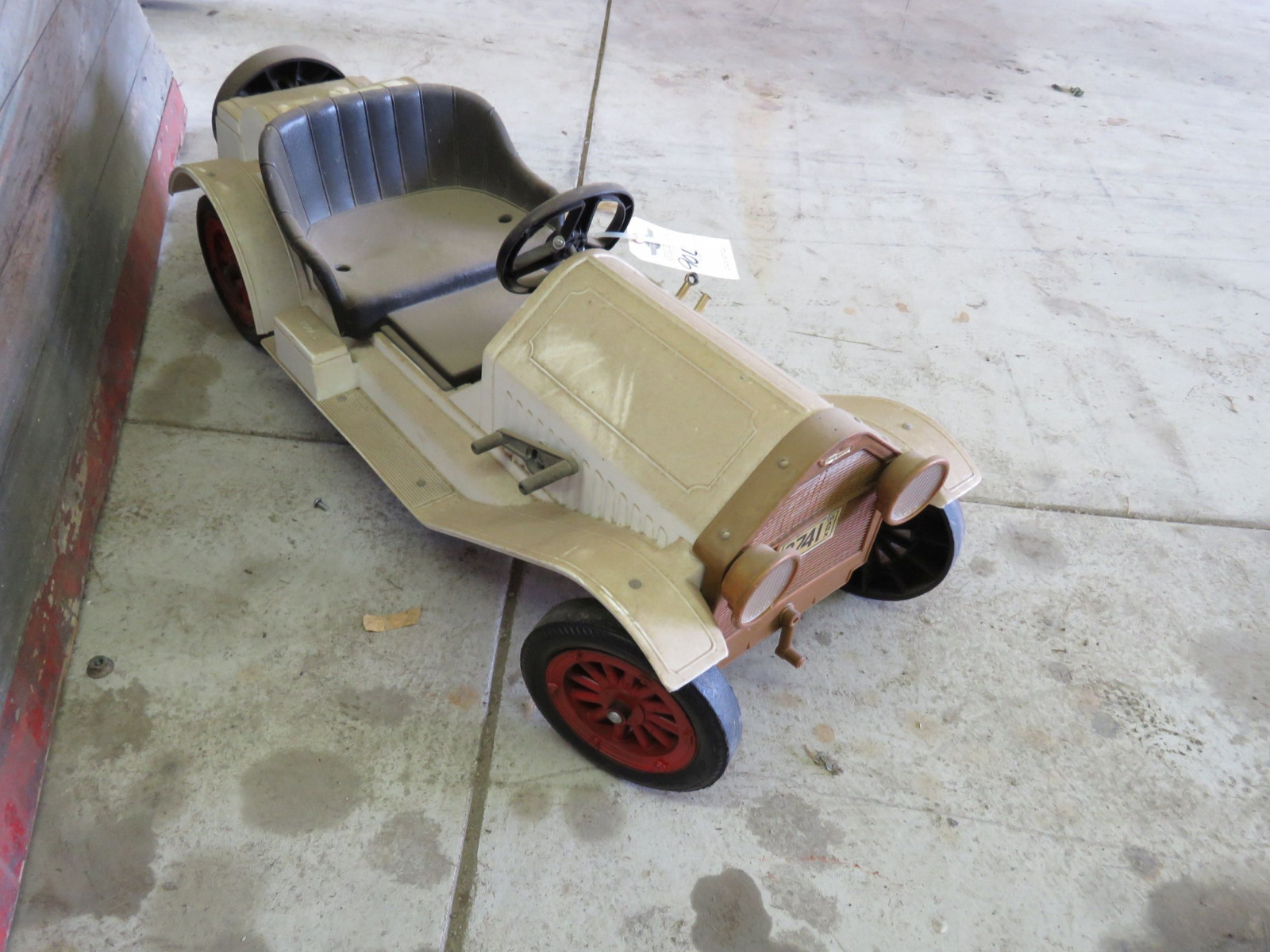 Plastic Stutz Bear Cat Pedal Car - Image 2