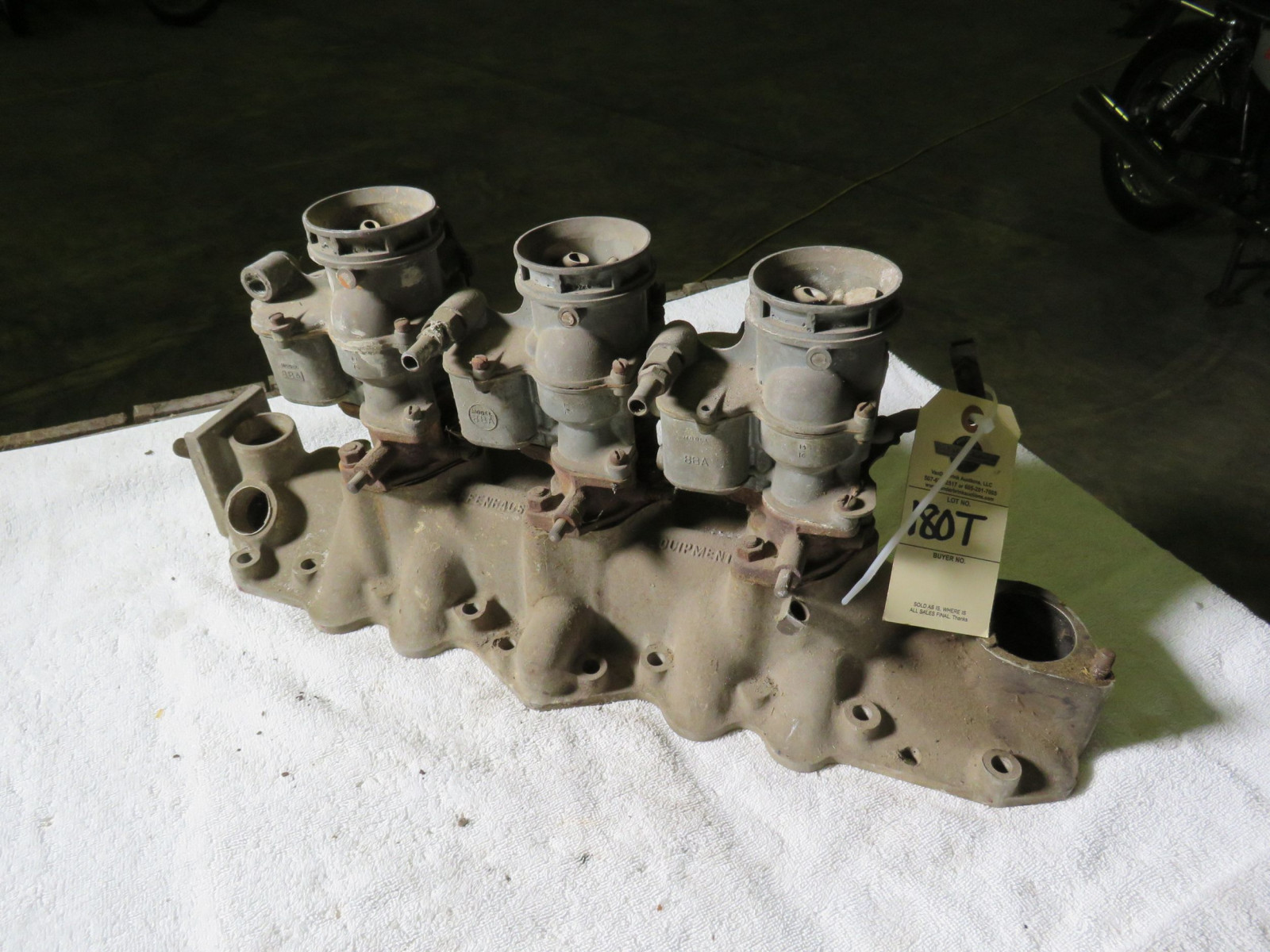 Lot 180T – Rare Offenhauser Tri-Power Intake with Ford Carbs