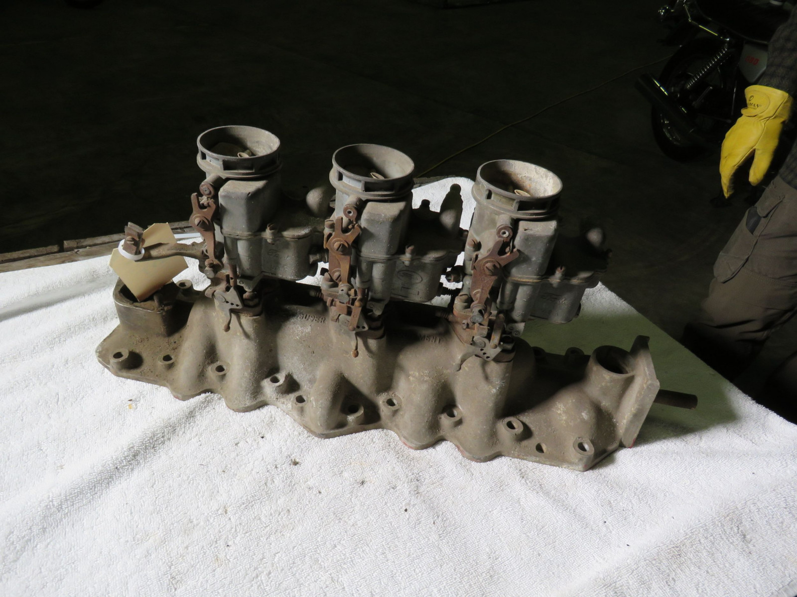 Rare Offenhauser Tri-Power Intake with Ford Carbs - Image 4