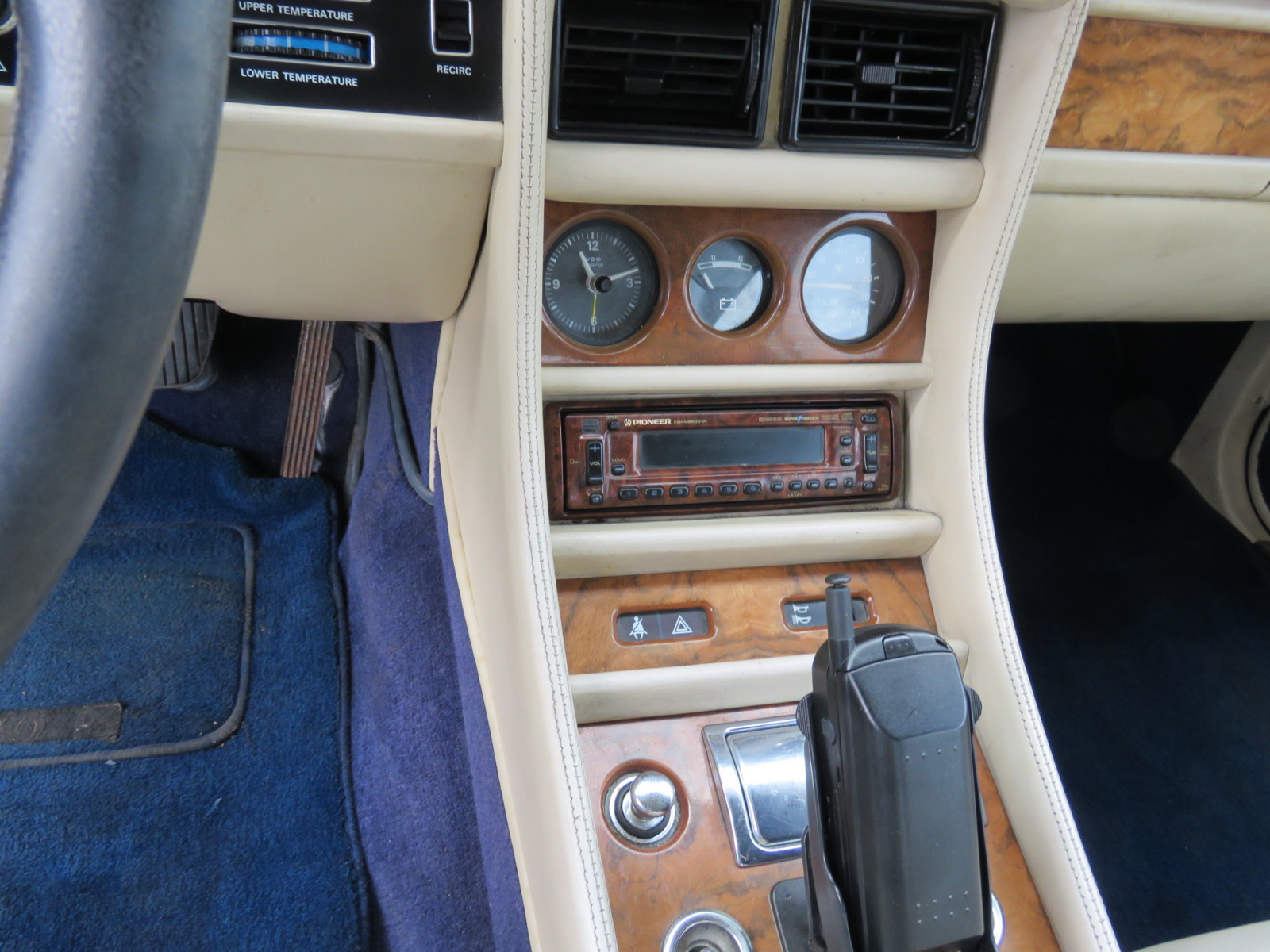 1988 Bentley Turbo R 4dr Sedan - Image 13