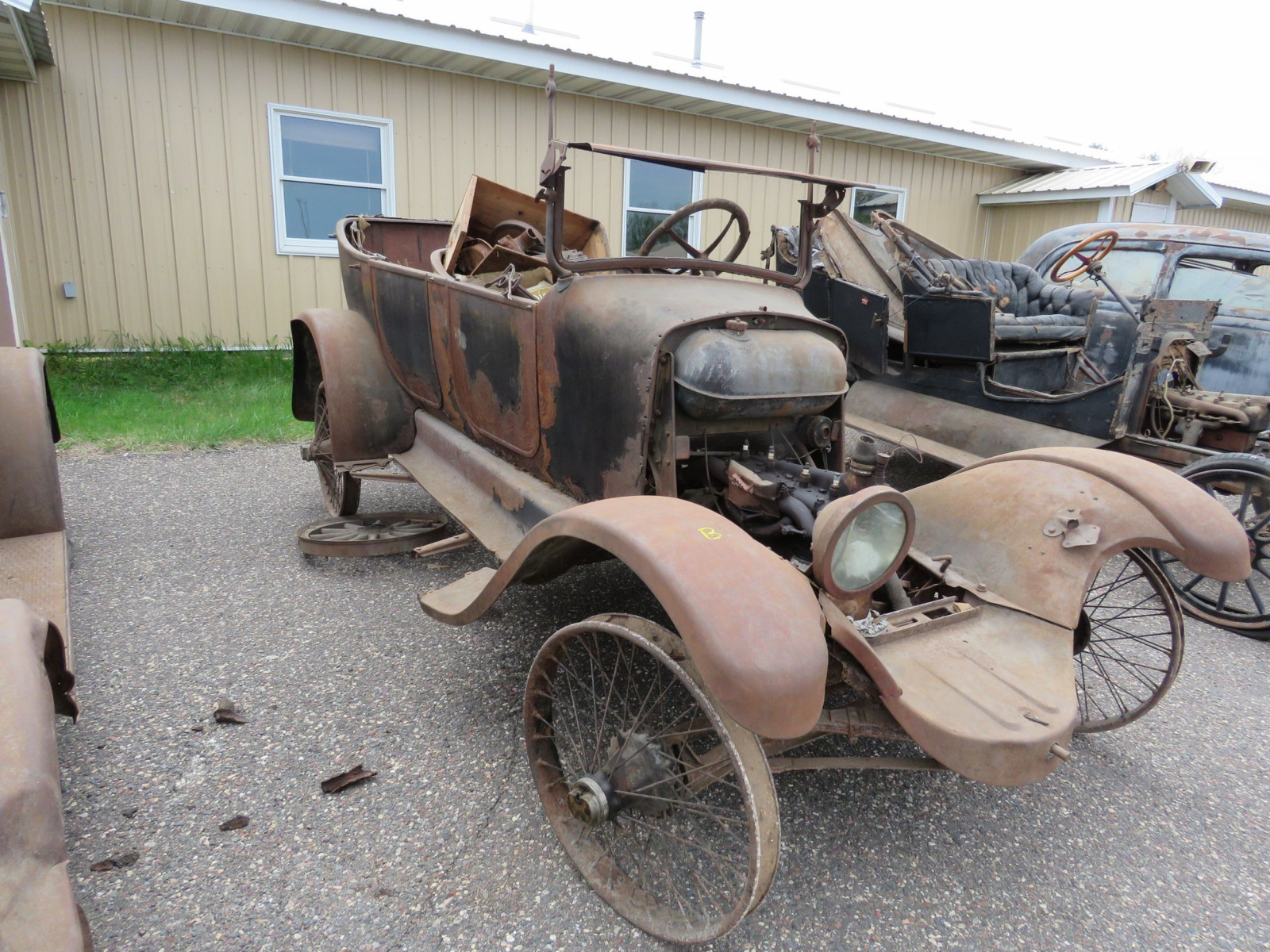1925 Overland Touring Car for Project or Parts - Image 3