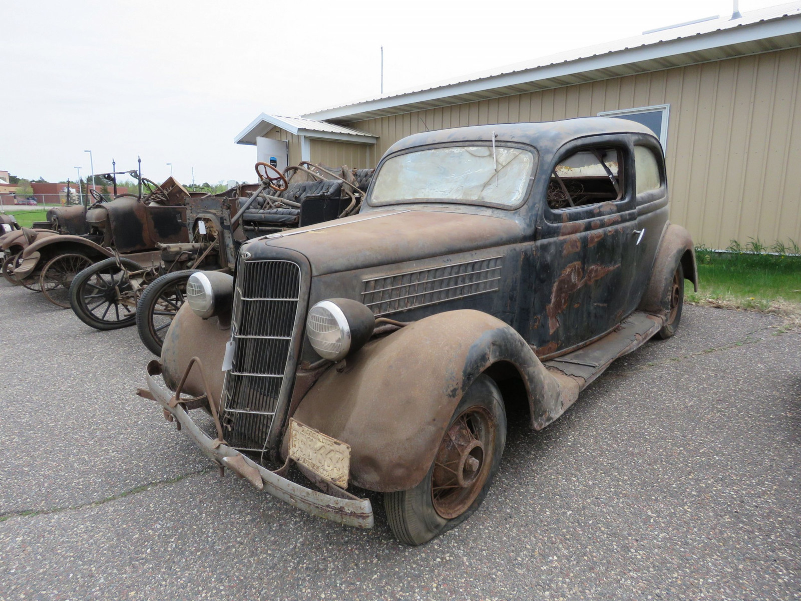 1935 Ford Tudor Sedan for Project or Parts - Image 3