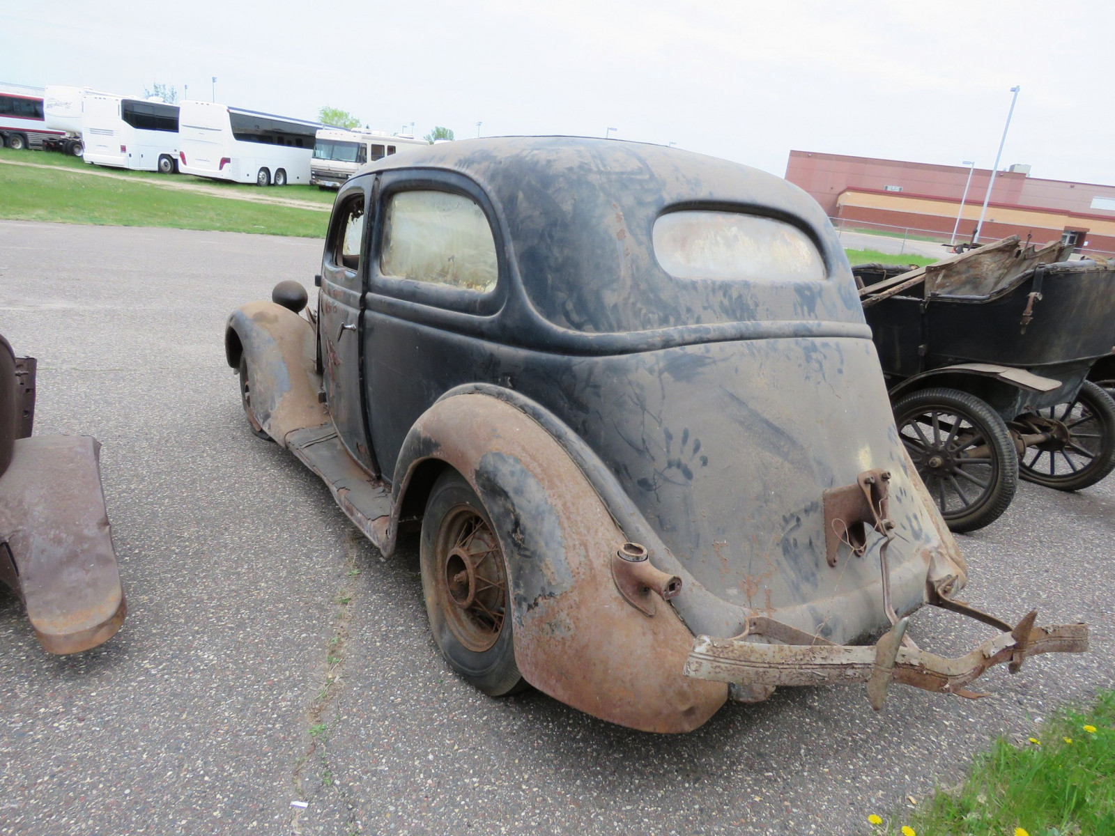 1935 Ford Tudor Sedan for Project or Parts - Image 5