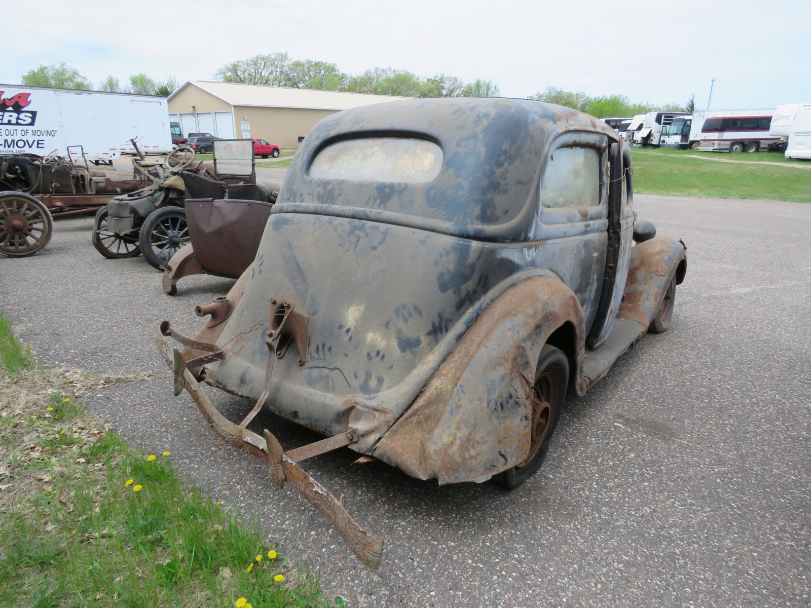 1935 Ford Tudor Sedan for Project or Parts - Image 6